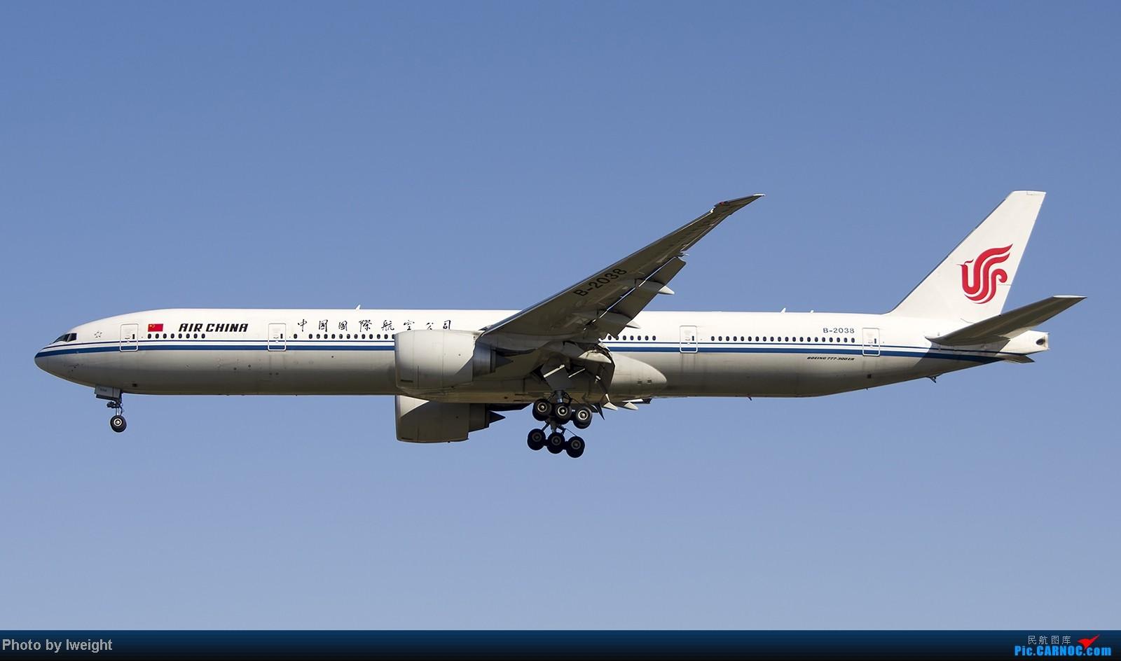 Re:[原创]终于盼来了晴天,PEK拍起【10月26日】 BOEING 777-300ER B-2038 中国北京首都机场