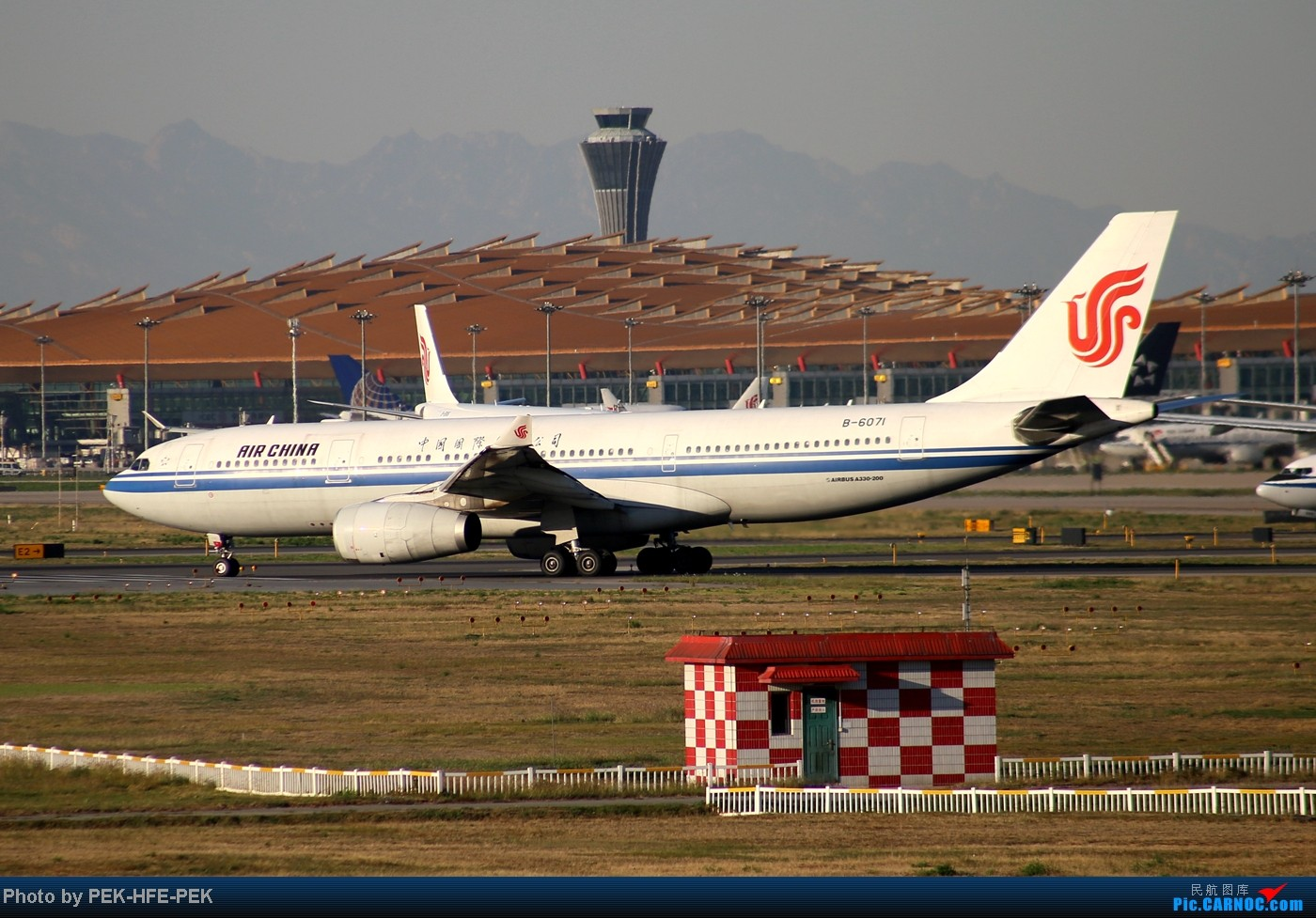 Re:[原创][AutumnKwok]趁apec假有时间把以前拍的图都发了~帝都巨好的天儿在八卦台拍的一组图 AIRBUS A330-200 B-6071