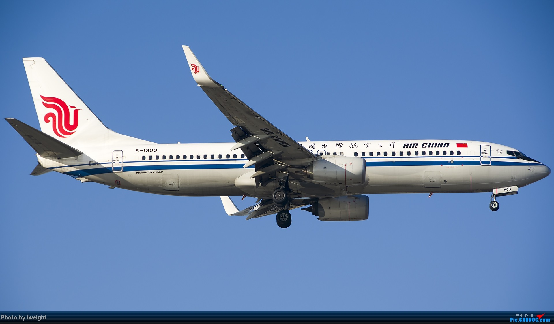 Re:[原创]抓住APEC蓝的尾巴,再拍上一组 BOEING 737-800 B-1909 中国北京首都机场