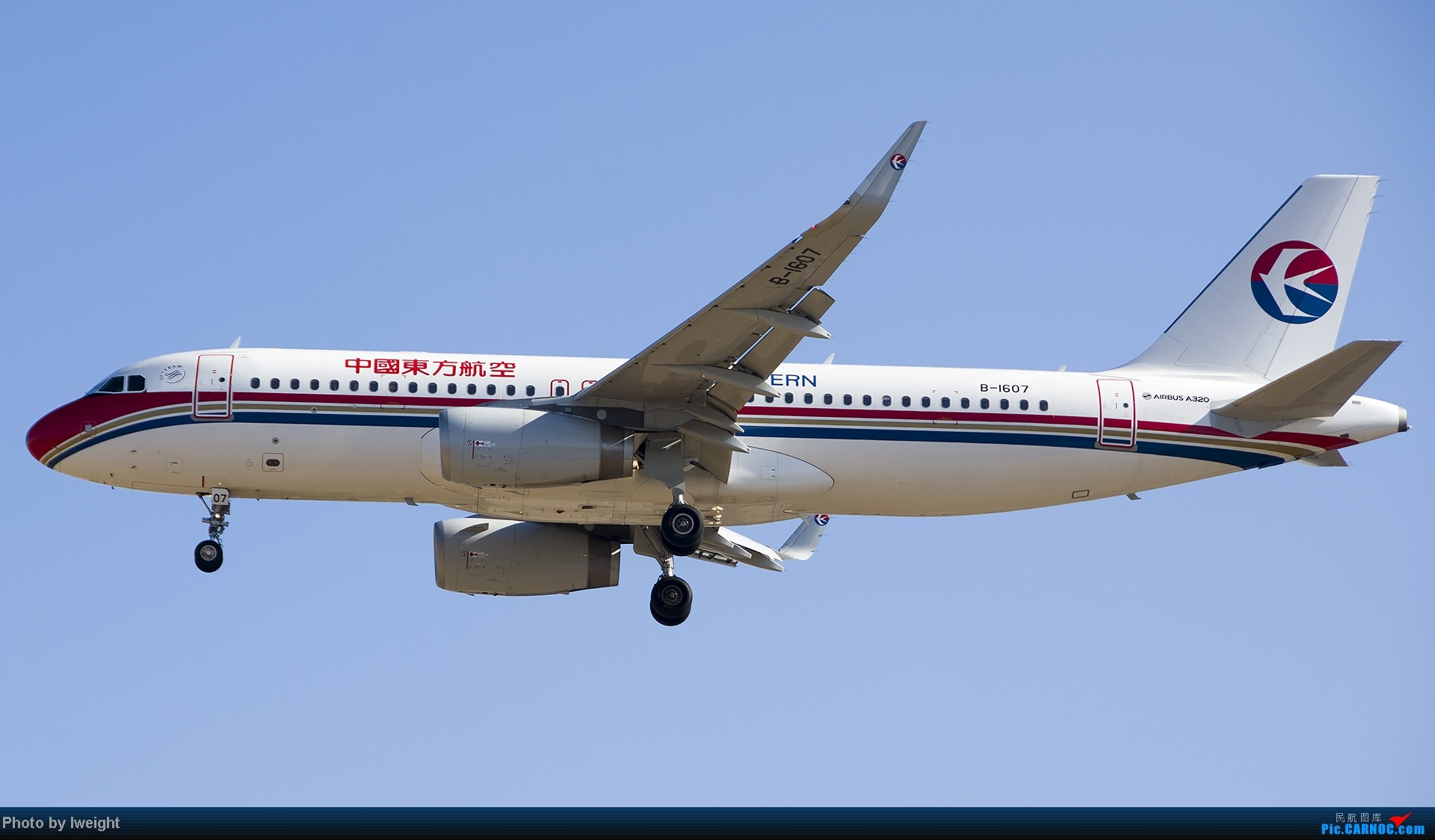 Re:[原创]抓住APEC蓝的尾巴,再拍上一组 AIRBUS A320-200 B-1607 中国北京首都机场