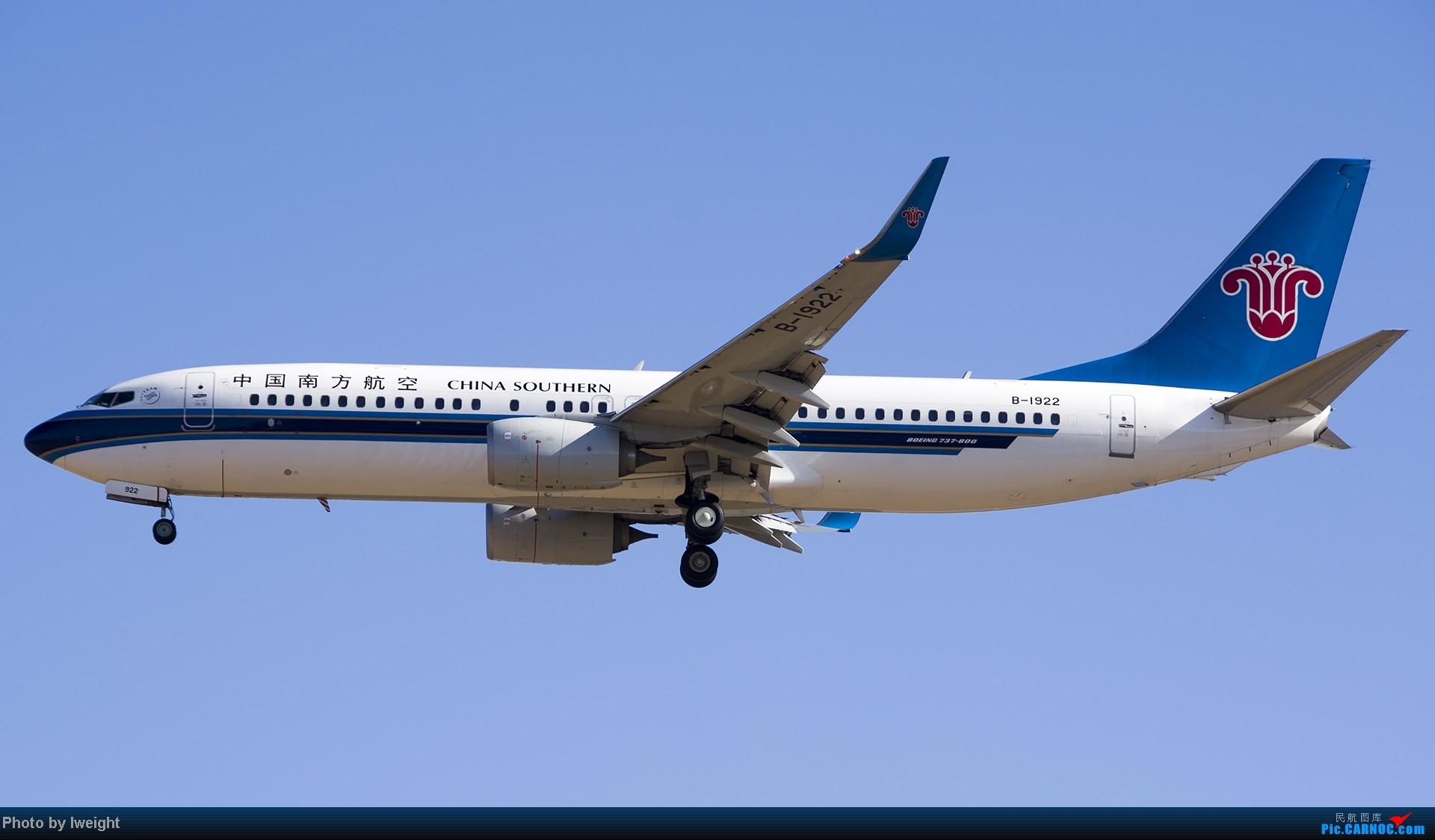 Re:[原创]抓住APEC蓝的尾巴,再拍上一组 BOEING 737-800 B-1922 中国北京首都机场