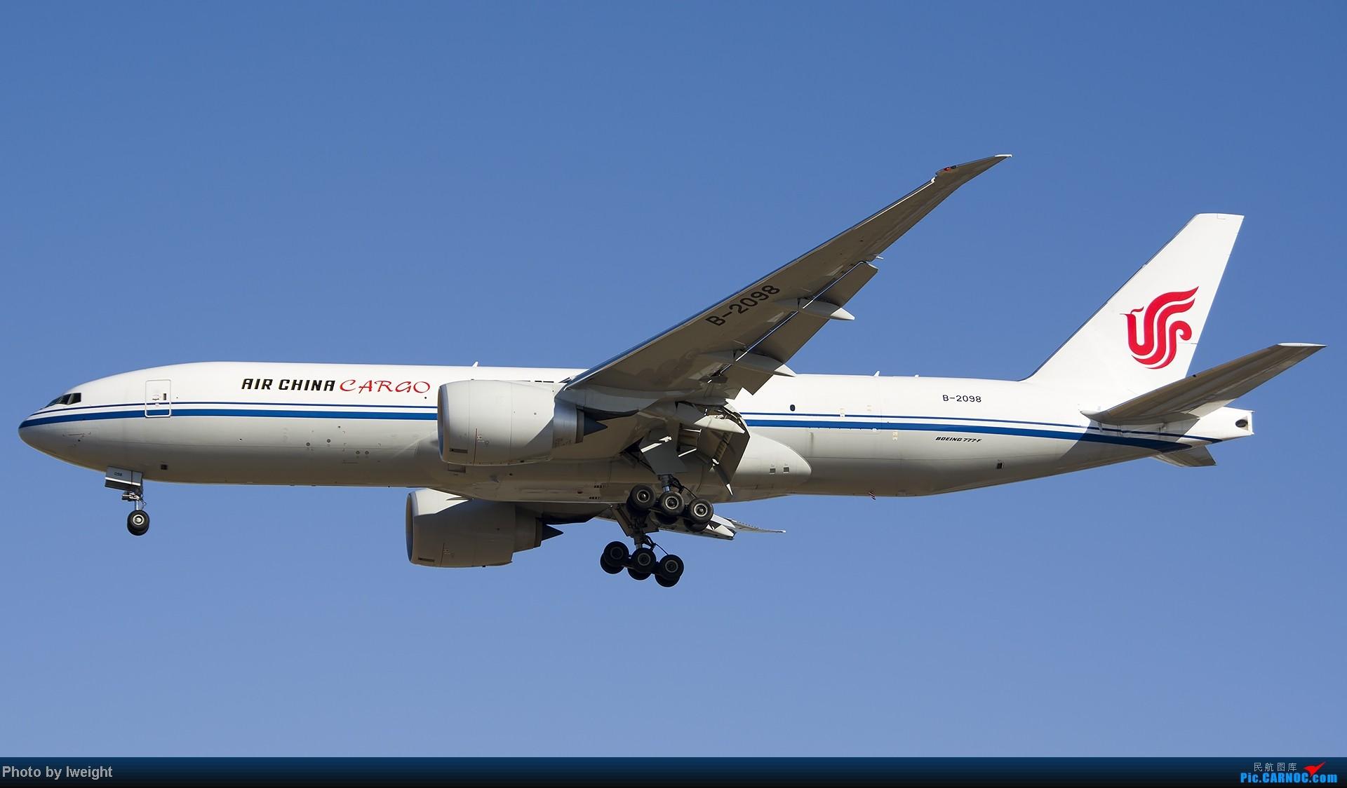 Re:[原创]抓住APEC蓝的尾巴,再拍上一组 BOEING 777-200 B-2098 中国北京首都机场
