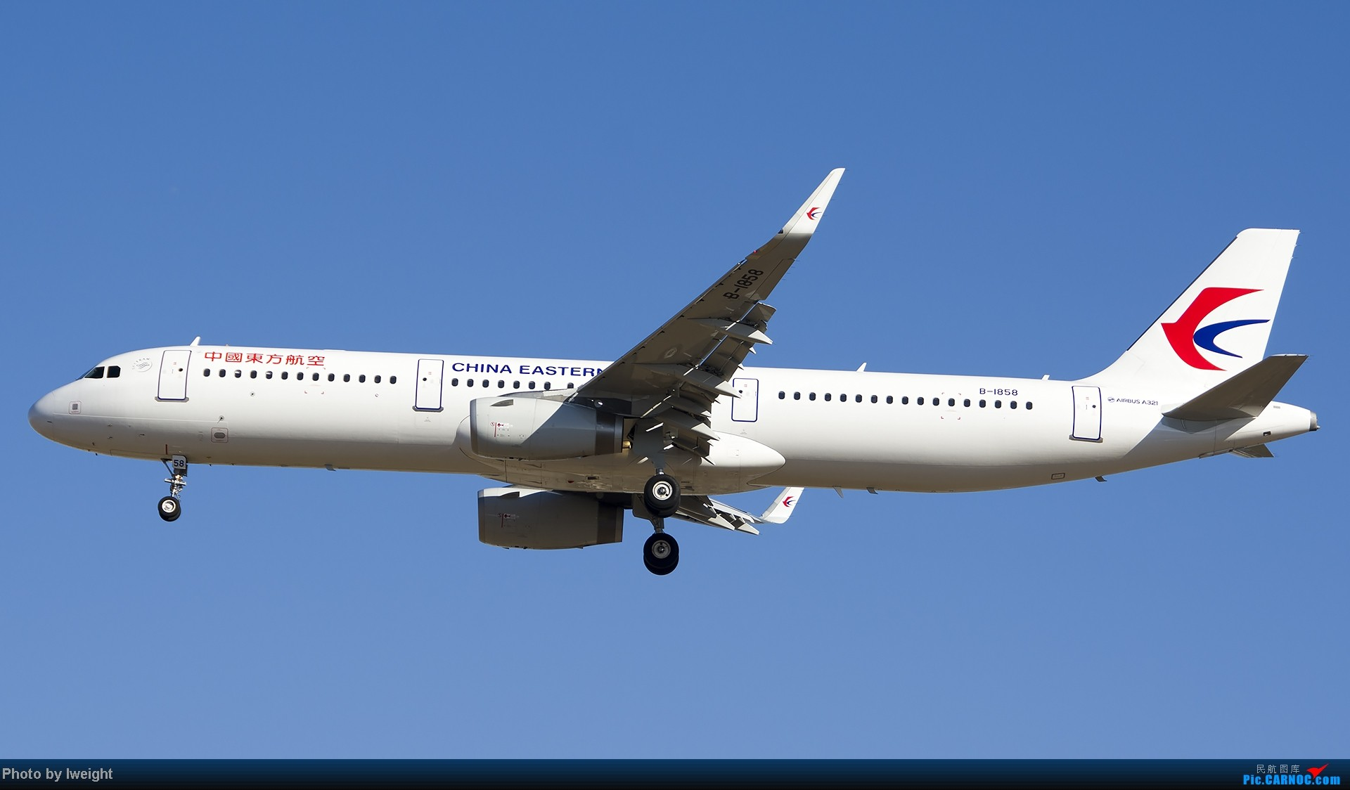 Re:[原创]抓住APEC蓝的尾巴,再拍上一组 AIRBUS A321-200 B-1858 中国北京首都机场