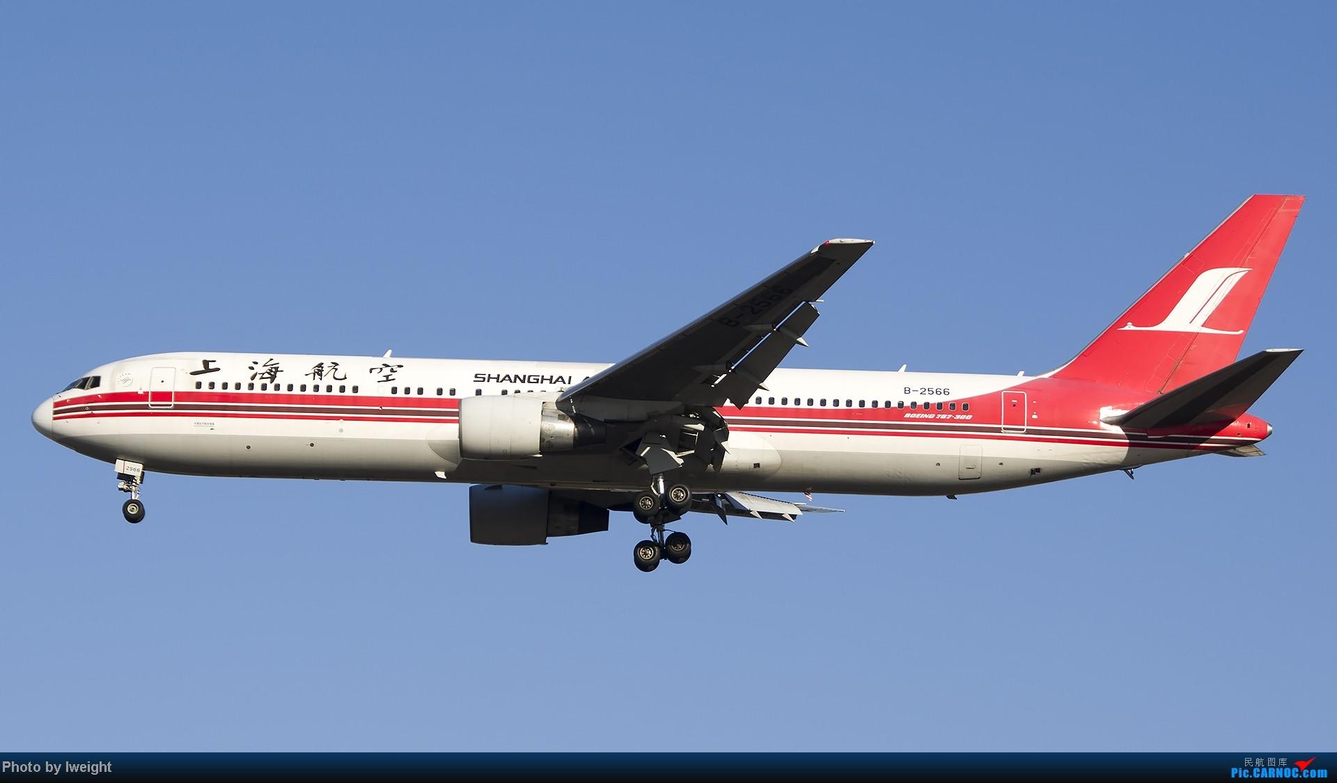 Re:[原创]抓住APEC蓝的尾巴,再拍上一组 BOEING 767-300 B-2566 中国北京首都机场