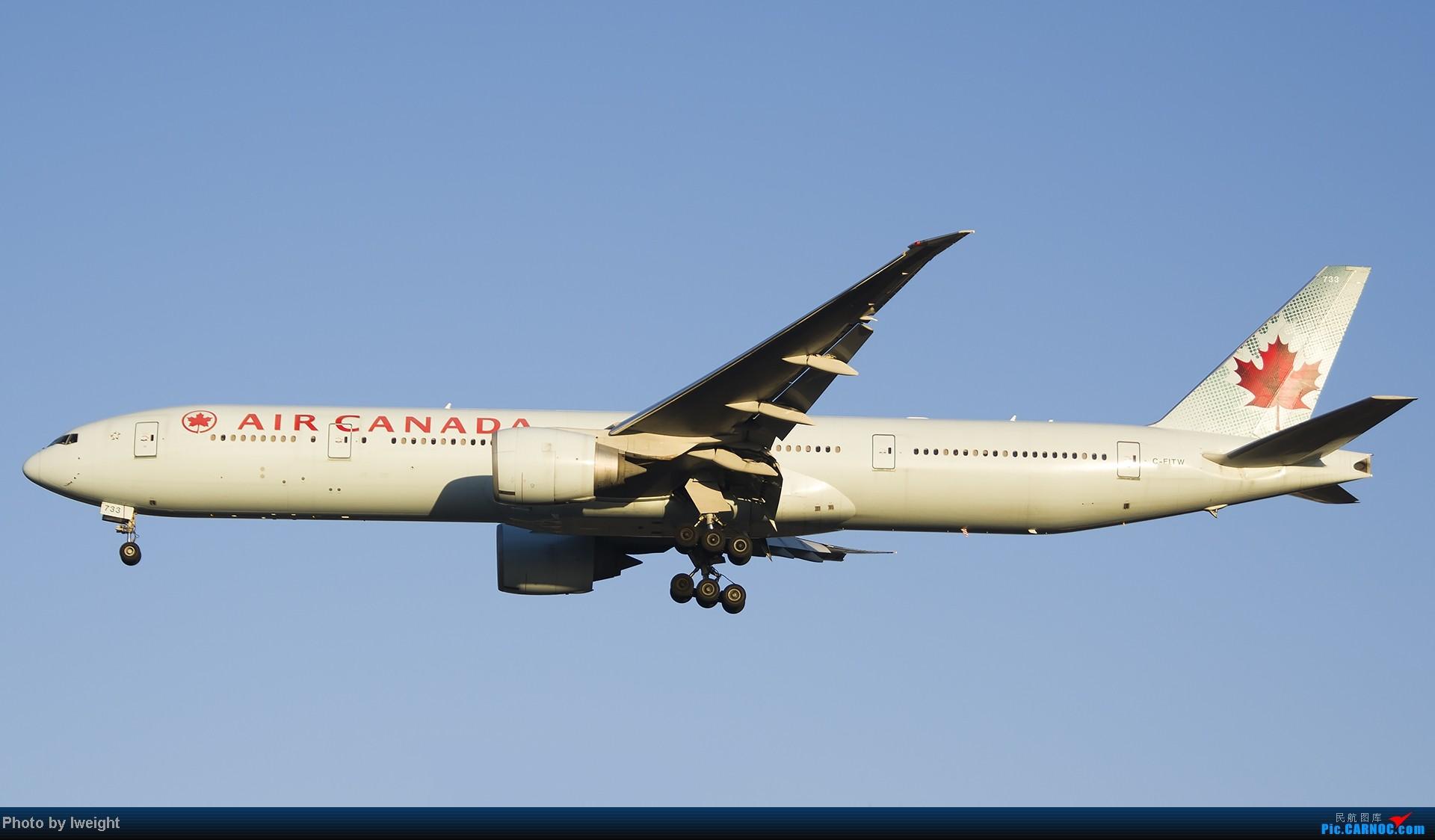 Re:[原创]抓住APEC蓝的尾巴,再拍上一组 BOEING 777-300ER C-FITW 中国北京首都机场
