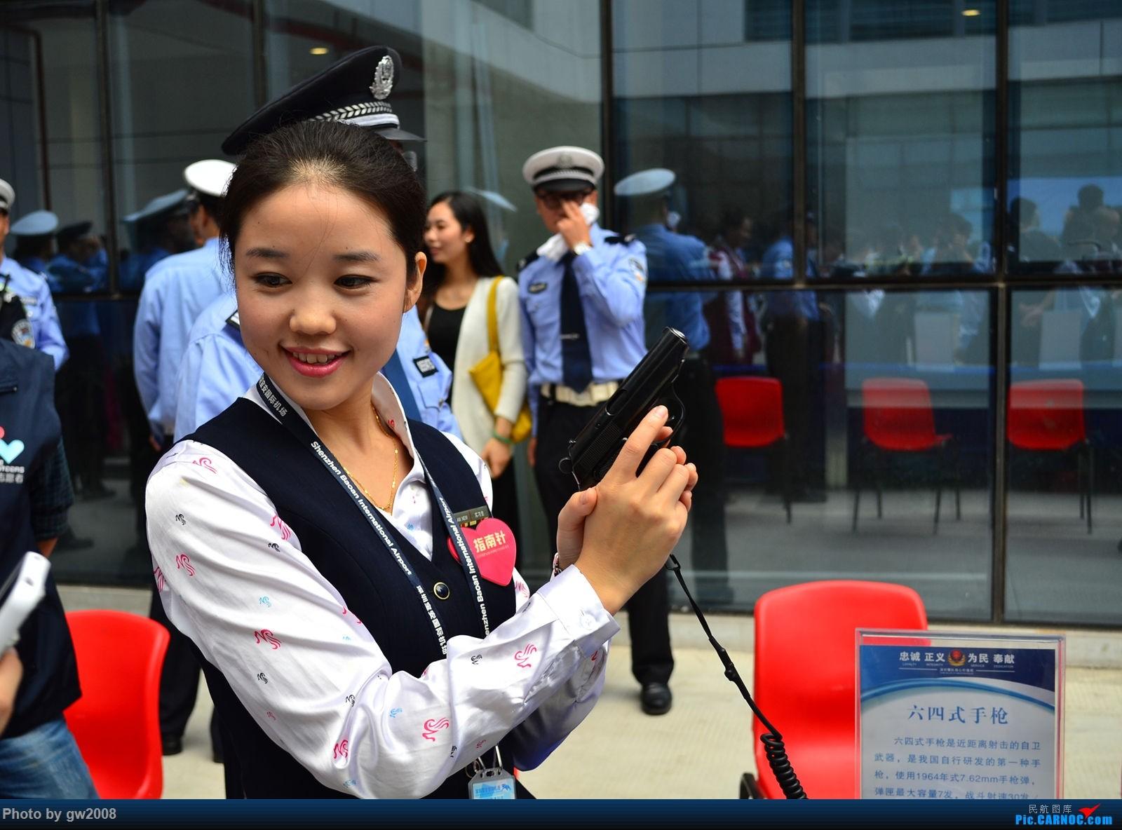 深圳机场警察开放日的美女们