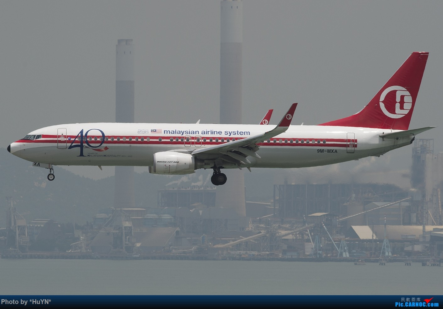 Re:[原创]听说又能审图了我也试试之二 BOEING 737-800 9M-MXA 中国香港赤鱲角国际机场