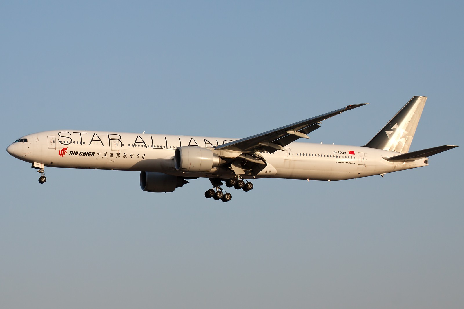 Re:[原创]10张 BOEING 777-39L(ER) B-2032 中国北京首都国际机场