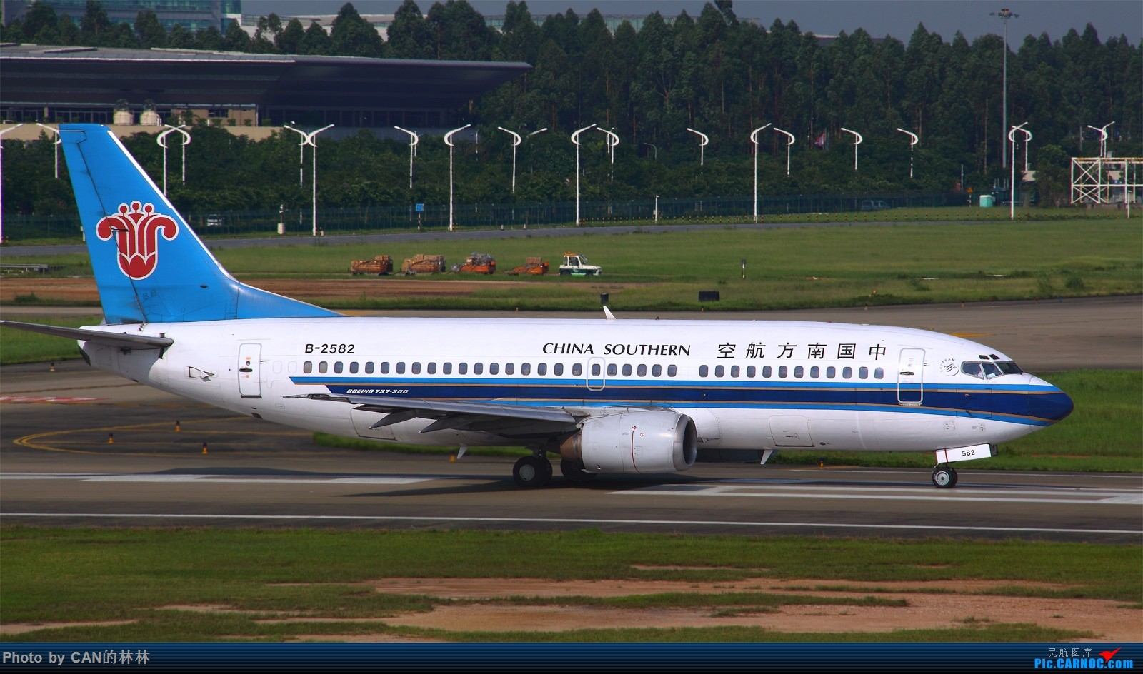 Re:[原创]~~~老爷机充好货,一组菜航733,只拍过4架,欢迎补充~~~ BOEING 737-300 B-2582 中国广州白云国际机场