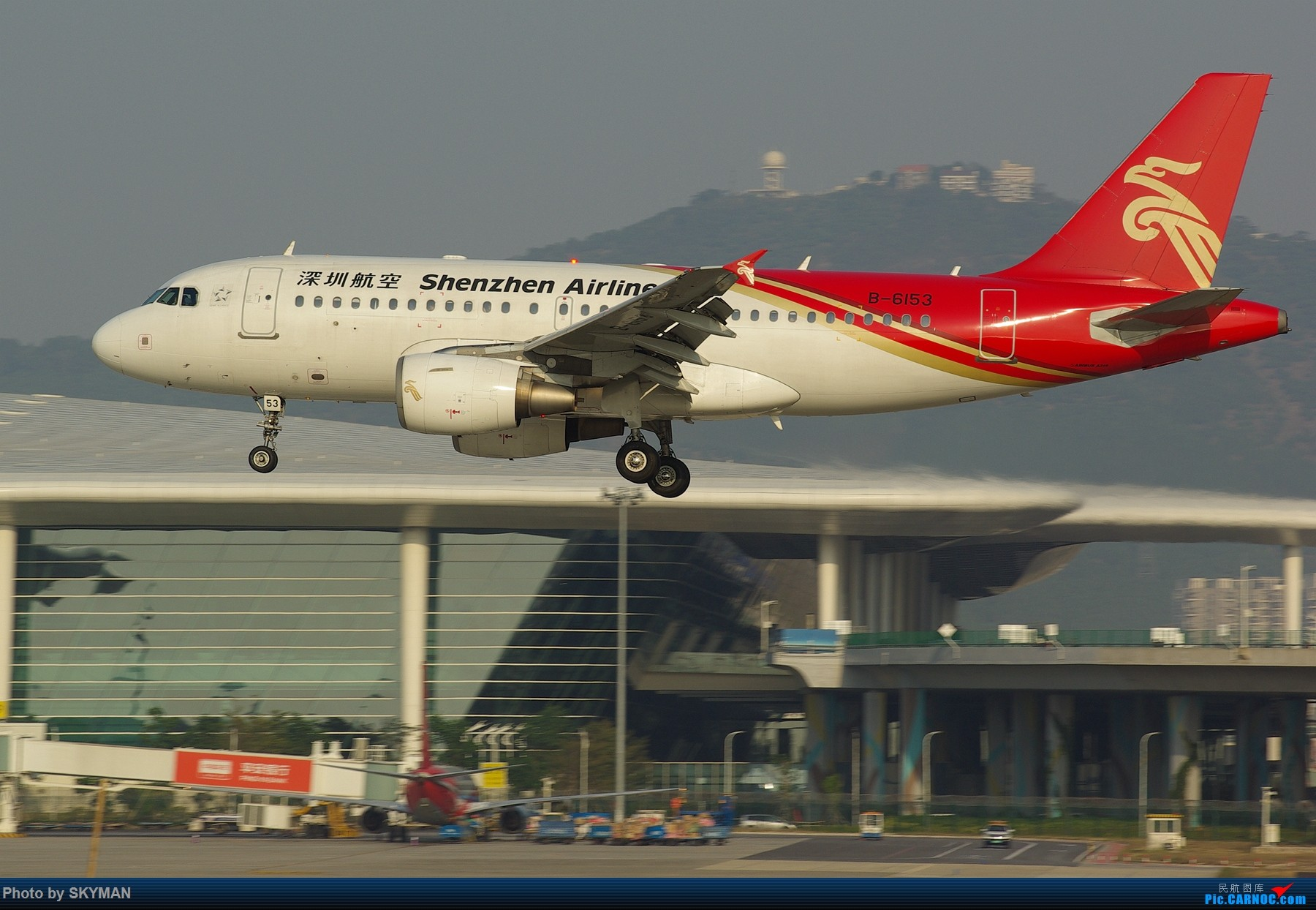 Re:[原创]BLDDQ---内痕么 以目前的形式靠打工实在是揭不开锅了 各位爷列为亲看着意思点啊 别控制 可是今天下午刚出炉的 绝对新鲜热乎 AIRBUS A319-100 B-6153 中国深圳宝安国际机场
