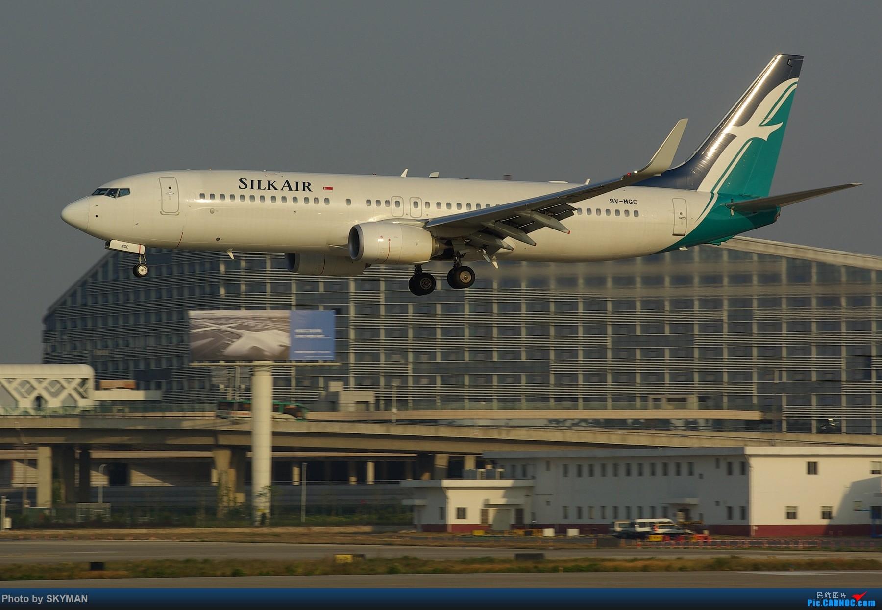 Re:[原创]BLDDQ---内痕么 以目前的形式靠打工实在是揭不开锅了 各位爷列为亲看着意思点啊 别控制 可是今天下午刚出炉的 绝对新鲜热乎 BOEING 737-800 9V-MGC 中国深圳宝安国际机场