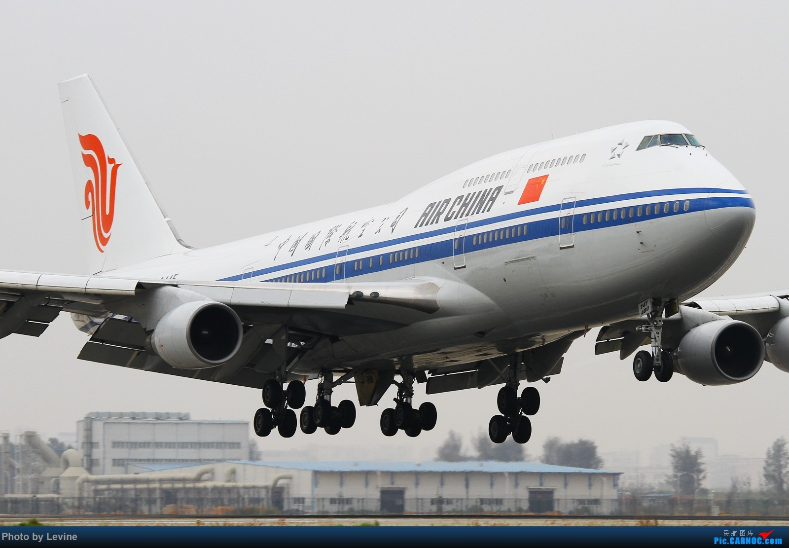 Re:[原创]]◇ ◆ ◇ ◆ ◇ ◆坏天气下的两大块头◇ ◆ ◇ ◆ ◇ ◆ BOEING 747-400 B-2445 中国深圳宝安国际机场