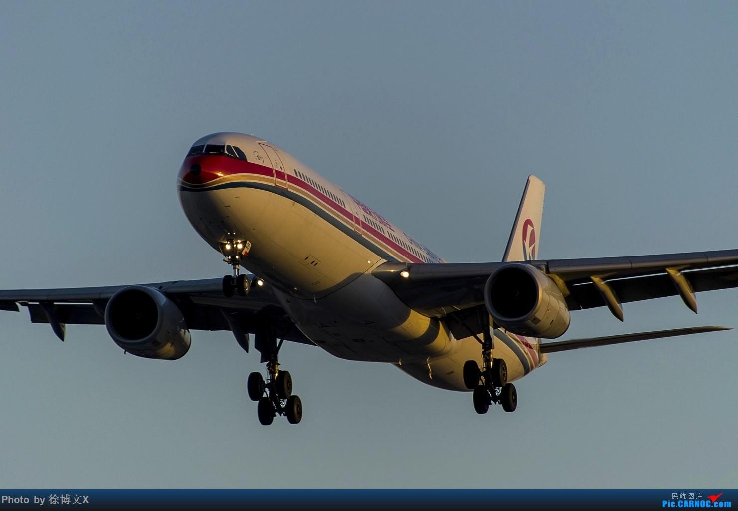 [原创]两图 夕阳下的东方航空.... AIRBUS A330-300 B-6100 中国北京首都国际机场