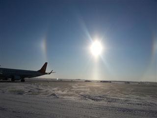 北疆空港迎来新年第一道冬日彩虹