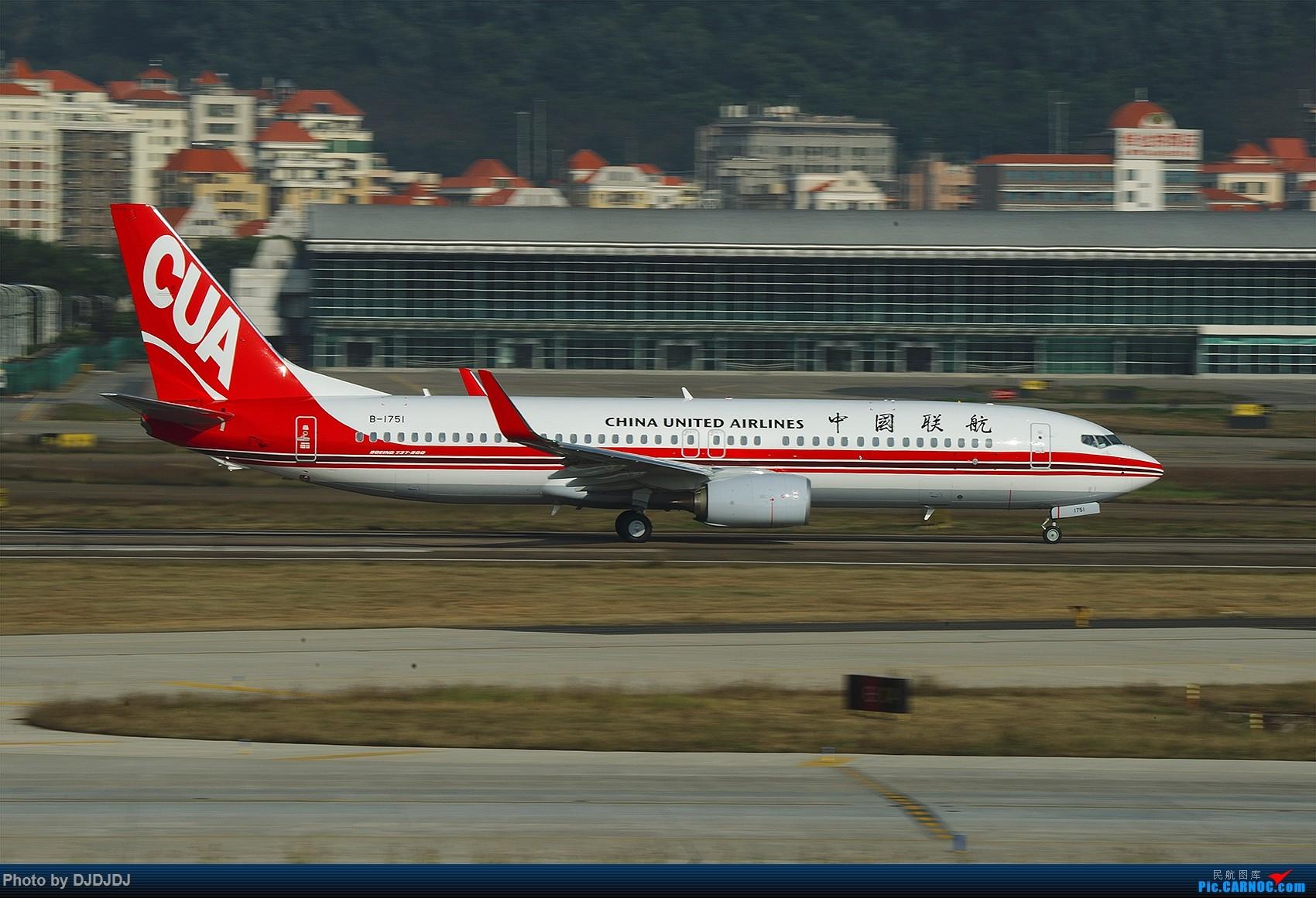 Re:[原创]【BLDDQ--深圳打机队】发小飞机盖楼贴,凡跟帖1字开头飞机图的,每图五架小飞机不重复 BOEING 737-800 B-1751 中国深圳宝安国际机场