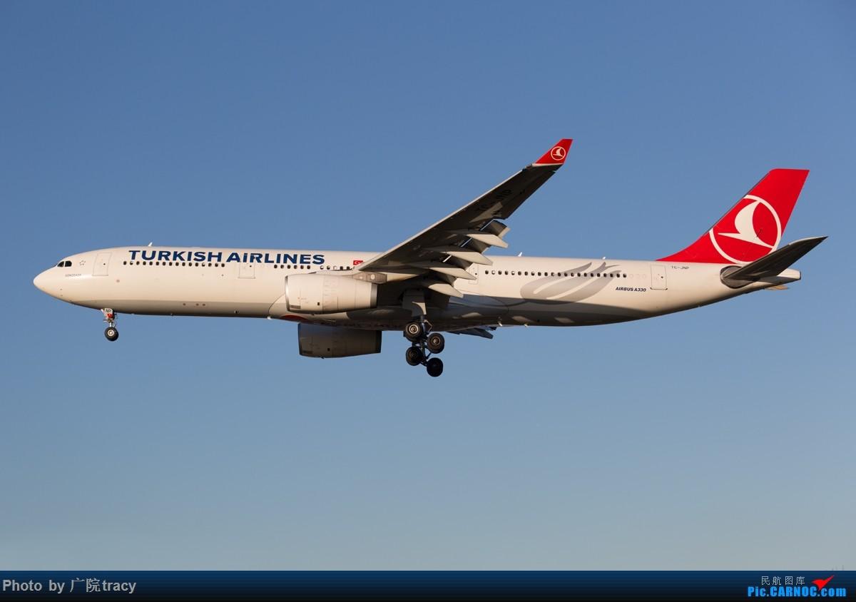 Re:[原创]半年没有上论坛,这次回来就要给大家带来绝对劲爆的图片,伦敦希斯罗大蓝天,海湾航空F1彩绘,克罗地亚星空联盟320,墨西哥787,备降LHR的肯尼亚77W AIRBUS A330-300 TC-JNP 伦敦希斯罗机场