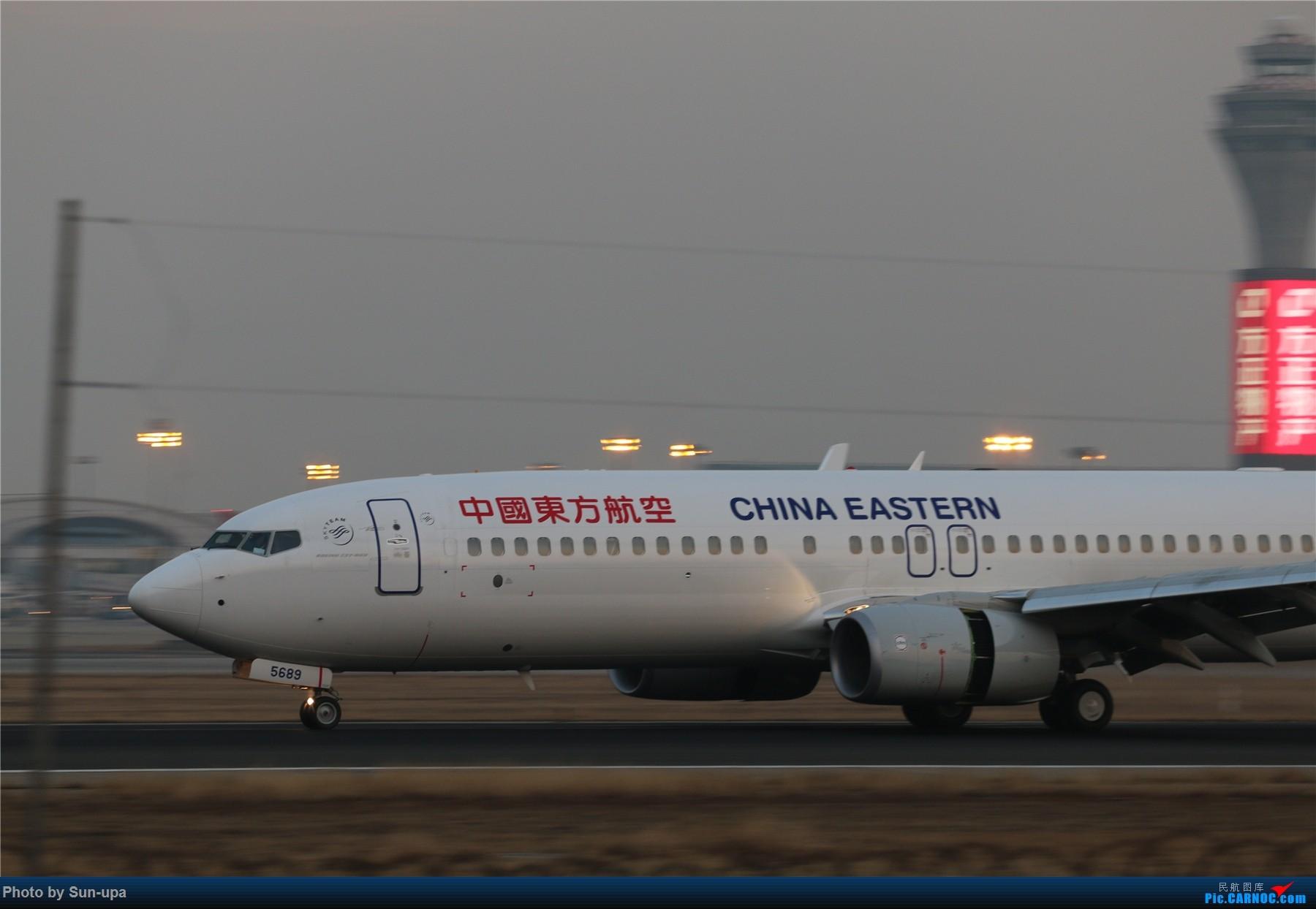 [原创]一张图 东航新涂738降落36L 1800*1200 BOEING 737-800 B-5689 中国北京首都国际机场