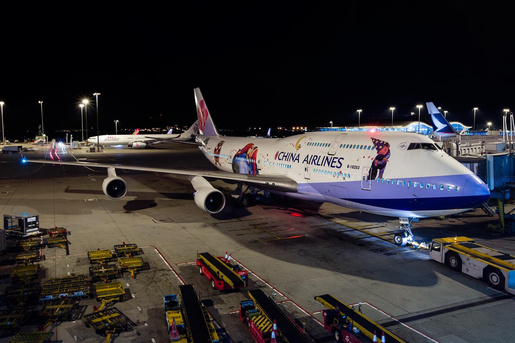 [原创]夜太美 BOEING 747-400 B-18203 中国香港赤鱲角国际机场