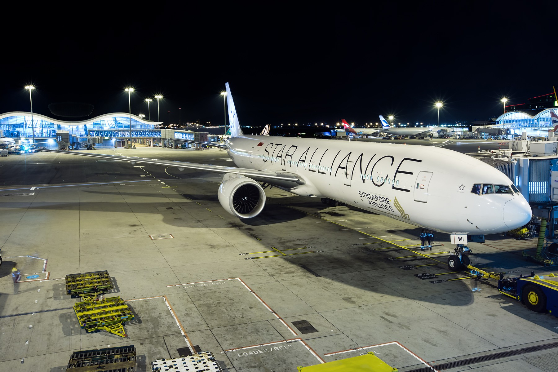 Re:[原创]夜太美 BOEING 777-300ER 9V-SWI 中国香港赤鱲角国际机场