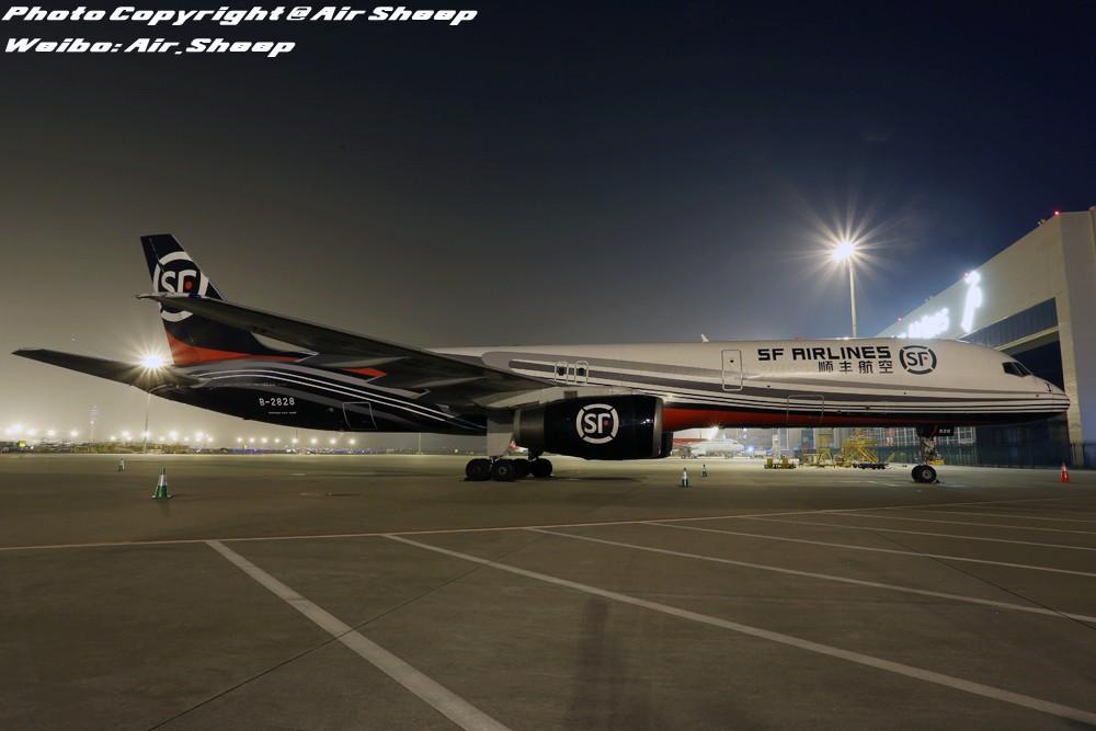 [原创]夜拍顺丰航空波音757 BOEING 757-200 B-2828 中国深圳宝安国际机场