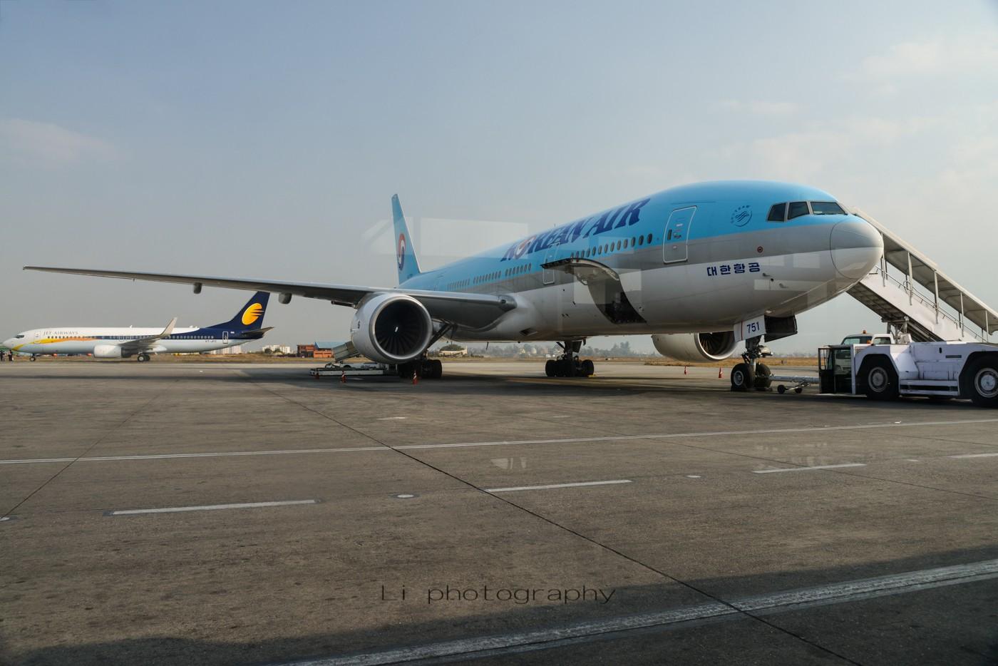 Re:[原创]尼泊尔拍机第一发——加德满都布里特万机场,各种奇货乱入~ BOEING B777-200  尼泊尔加德满都机场