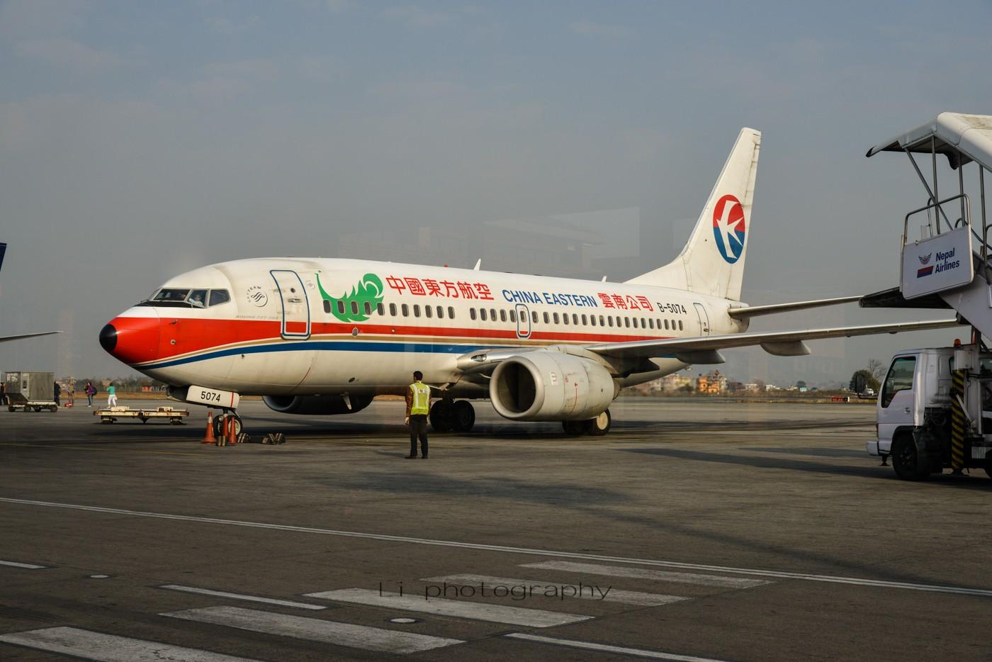 Re:[原创]尼泊尔拍机第一发——加德满都布里特万机场,各种奇货乱入~ BOEING 737-700 B-5074 尼泊尔加德满都机场