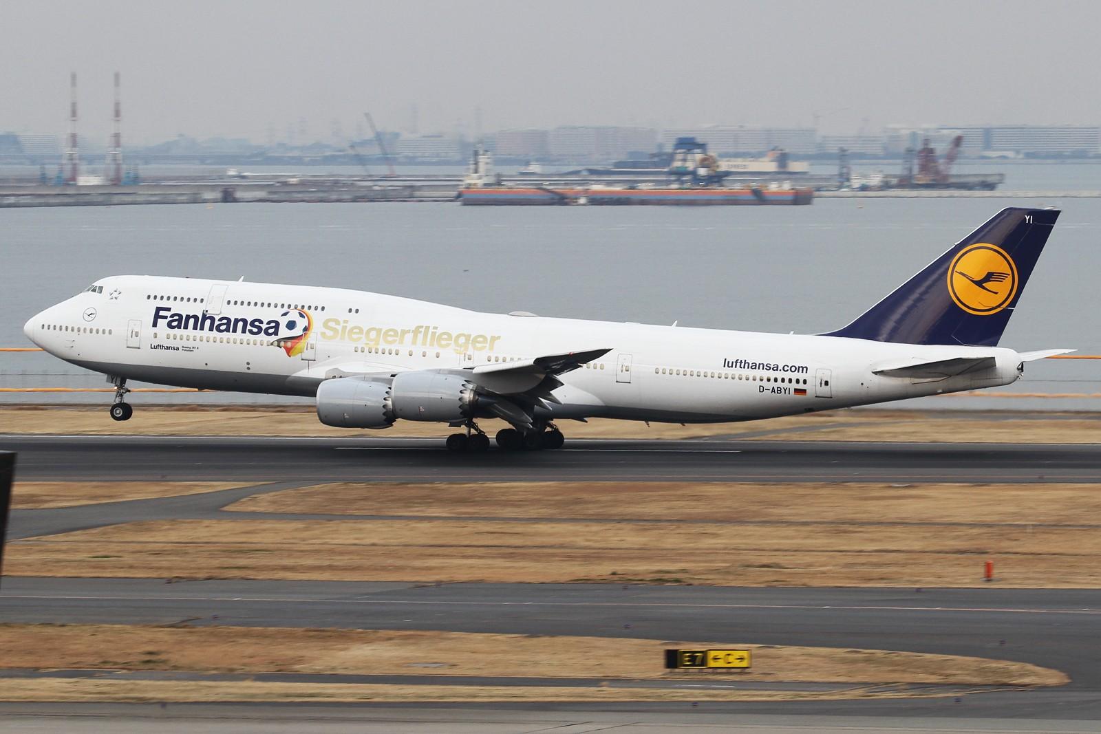 一月小夹��yi)�i_收获目前仅存的fanhansa彩绘 boeing 747-8i d-abyi 日本东京羽田国际