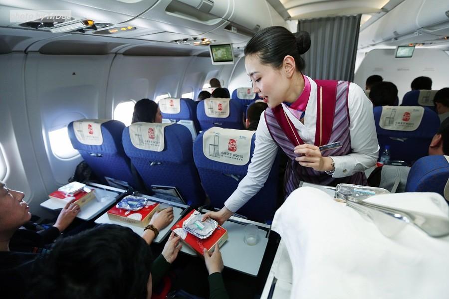 Re:[原创][80飞行游记]大连-济南-兰州-济南-大连9小时飞行游记     空乘