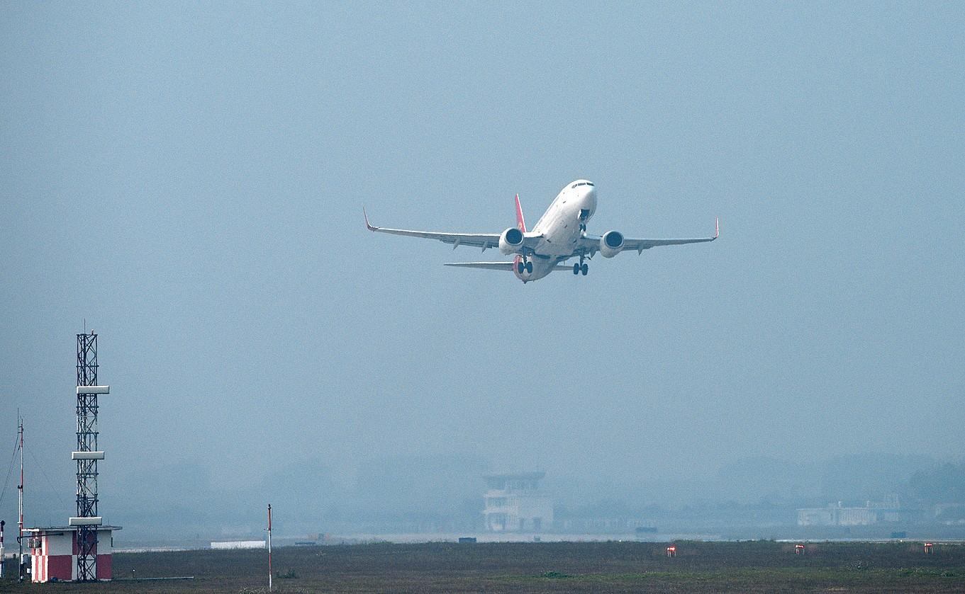 Re:[原创]2.17WUXU北部湾航空起飞 BOEING 737-300  南宁吴圩机场