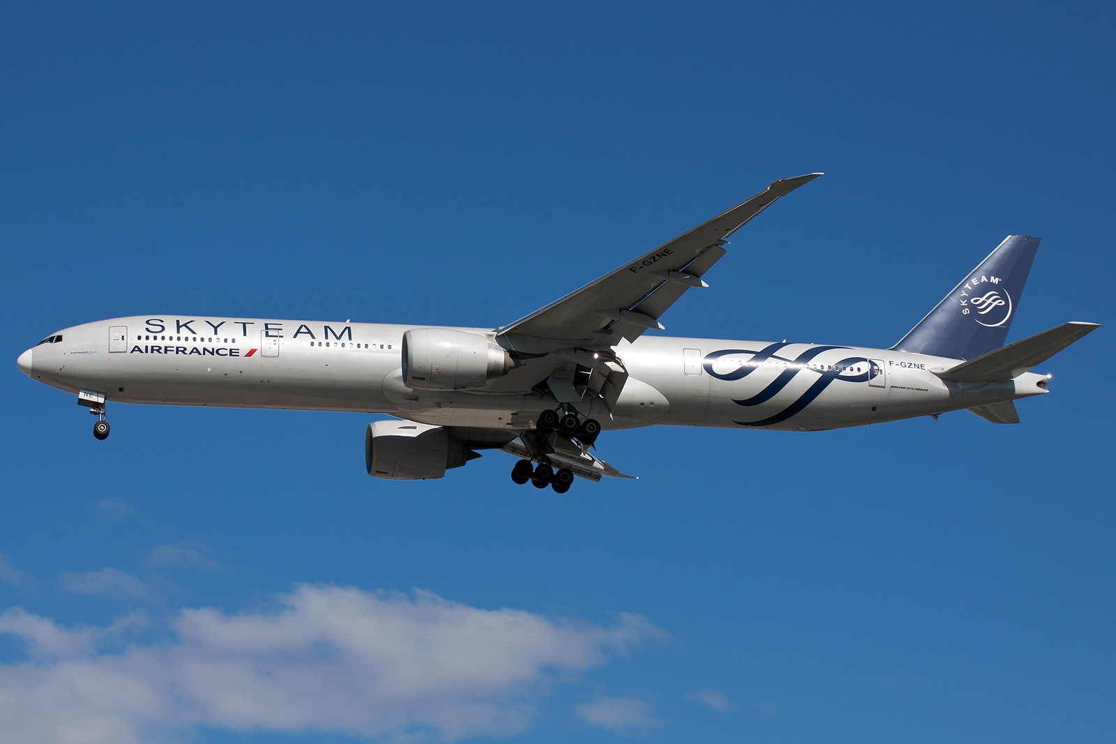 Re:[原创]求好天儿... [10pics] BOEING 777-300ER F-GZNE 中国北京首都国际机场