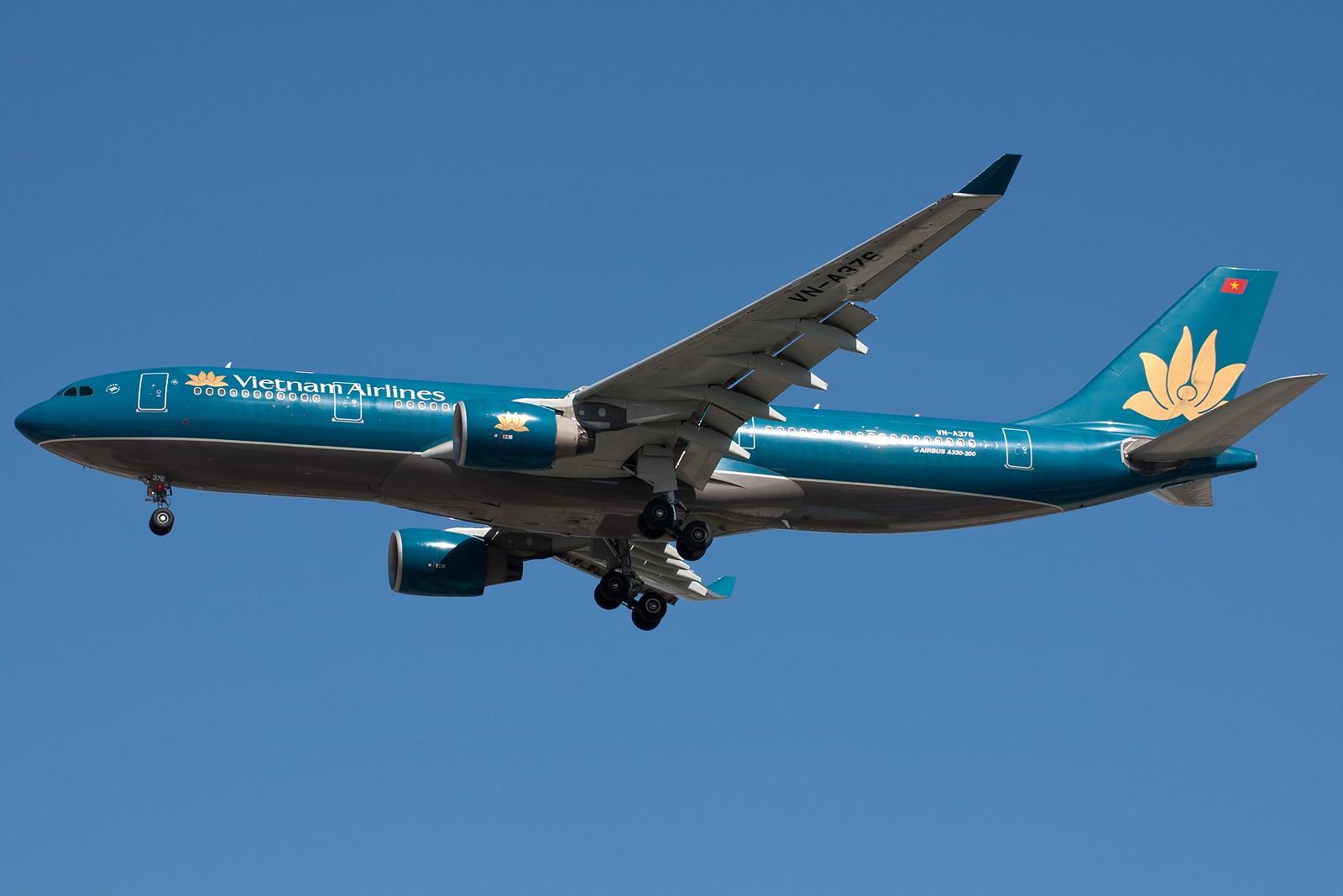 Re:[原创]再来10张 AIRBUS A330-200 VN-A376 中国北京首都国际机场