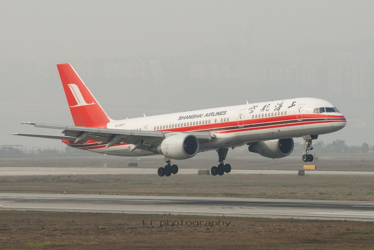 [原创]【CKG打机队】跟风发点老图——纪念上航757-200 BOEING 757-200 B-2857 中国重庆江北国际机场