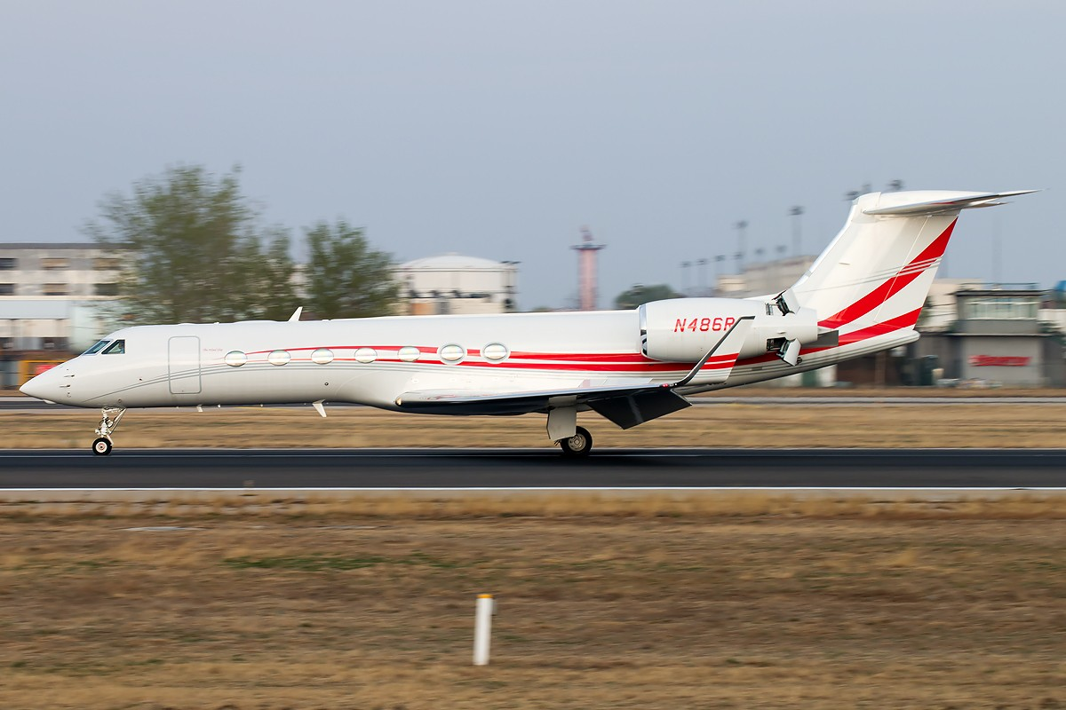 Re:[原创]雨 过 天 晴 [10pics] GULFSTREAM AEROSPACE GV-SP (G550) N486RW 中国北京首都国际机场