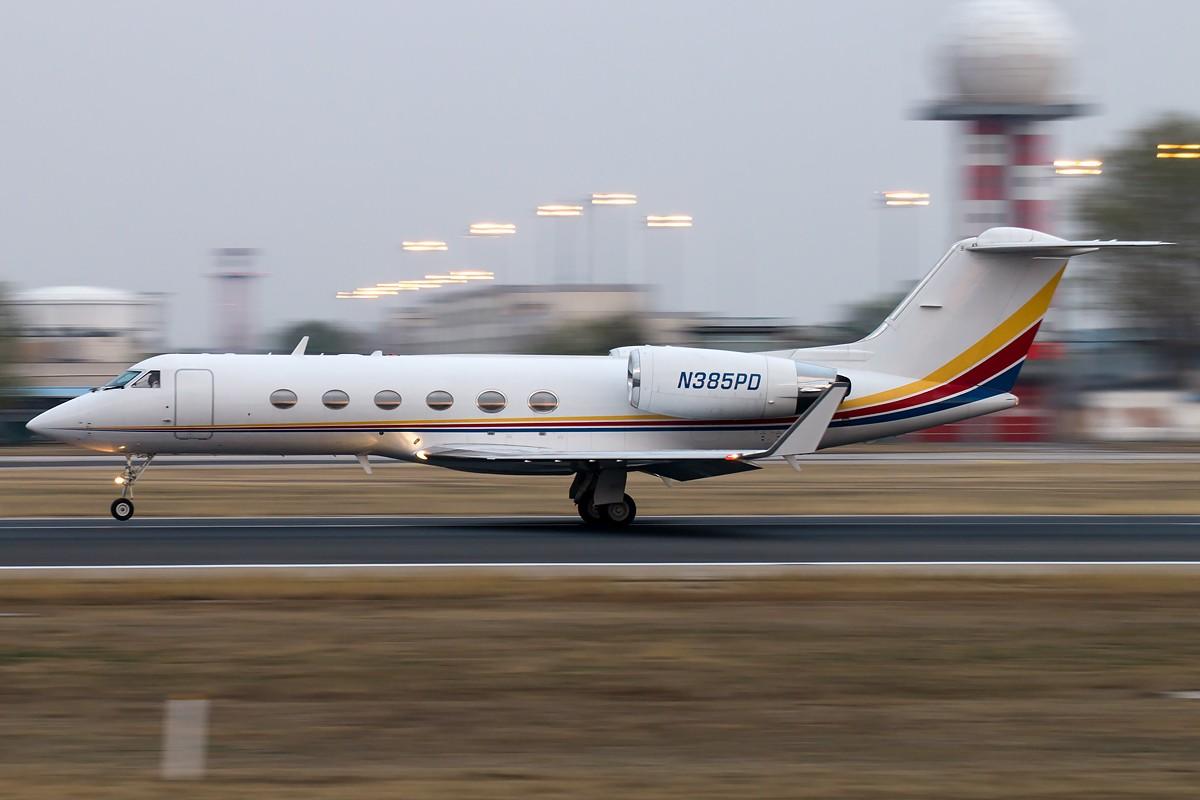 Re:[原创]雨 过 天 晴 [10pics] GULFSTREAM AEROSPACE GULFSTREAM IV N385PD 中国北京首都国际机场