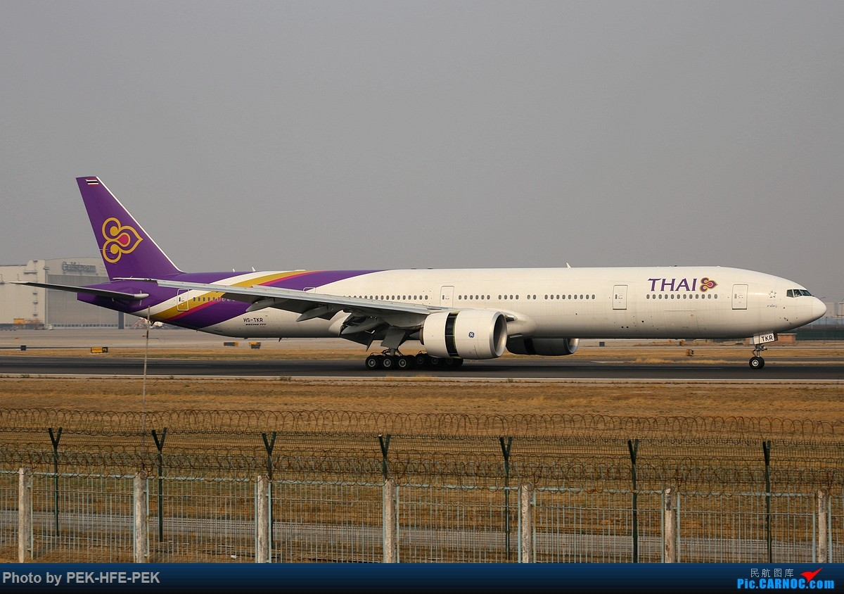 Re:[原创][AutumnKwok]清明拍机,首都机场西跑向南运行。东航新装333,新华网,泰航法航南航77W,海航QQ星,南山湾流等等。 BOEING 777-300ER HS-TKR pek