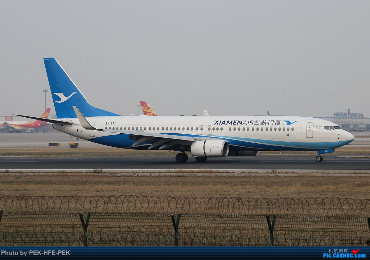 Re:[原创][AutumnKwok]清明拍机,首都机场西跑向南运行。东航新装333,新华网,泰航法航南航77W,海航QQ星,南山湾流等等。 BOEING 737-800 B-1971 pek