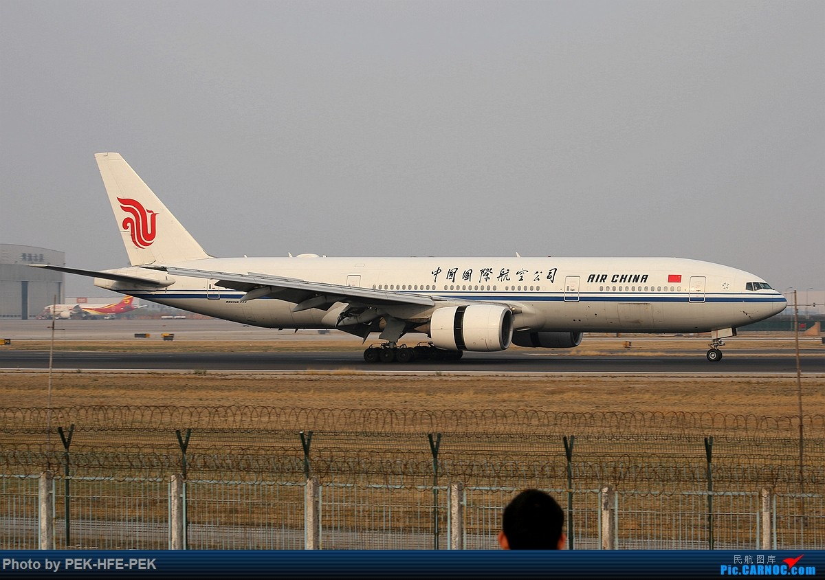 Re:[原创][AutumnKwok]清明拍机,首都机场西跑向南运行。东航新装333,新华网,泰航法航南航77W,海航QQ星,南山湾流等等。 BOEING 777-200 B-2068 pek
