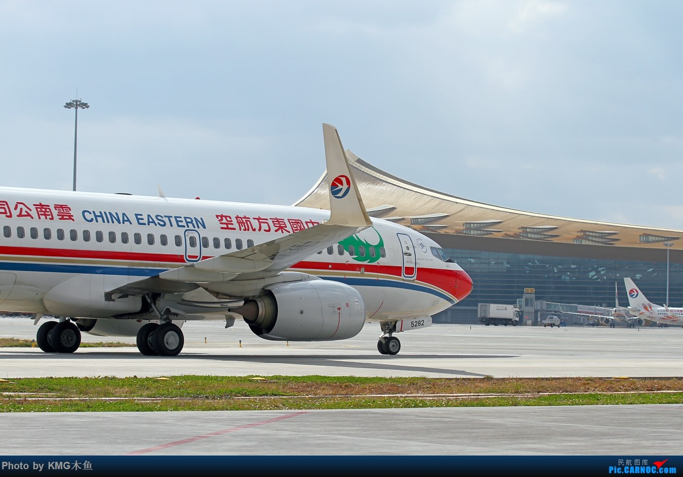 Re:[原创]【KMG昆明长水国际机场】昆明机场地面的精灵们 BOEING 737-700 B-5282 中国昆明长水国际机场机场