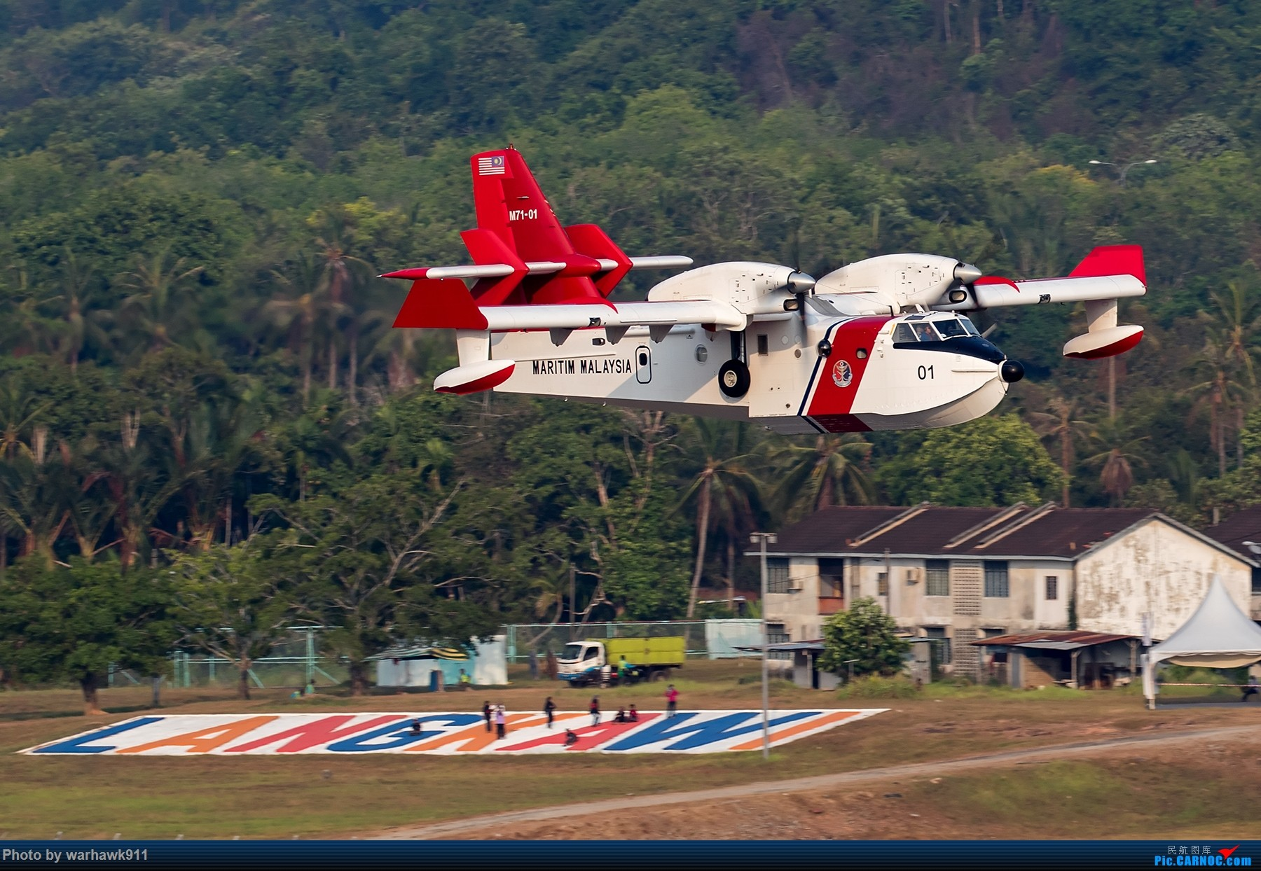 Re:[原创]LIMA'15 --民航资源网飞友在LIMA CL-415 M71-01 兰卡威国际机场