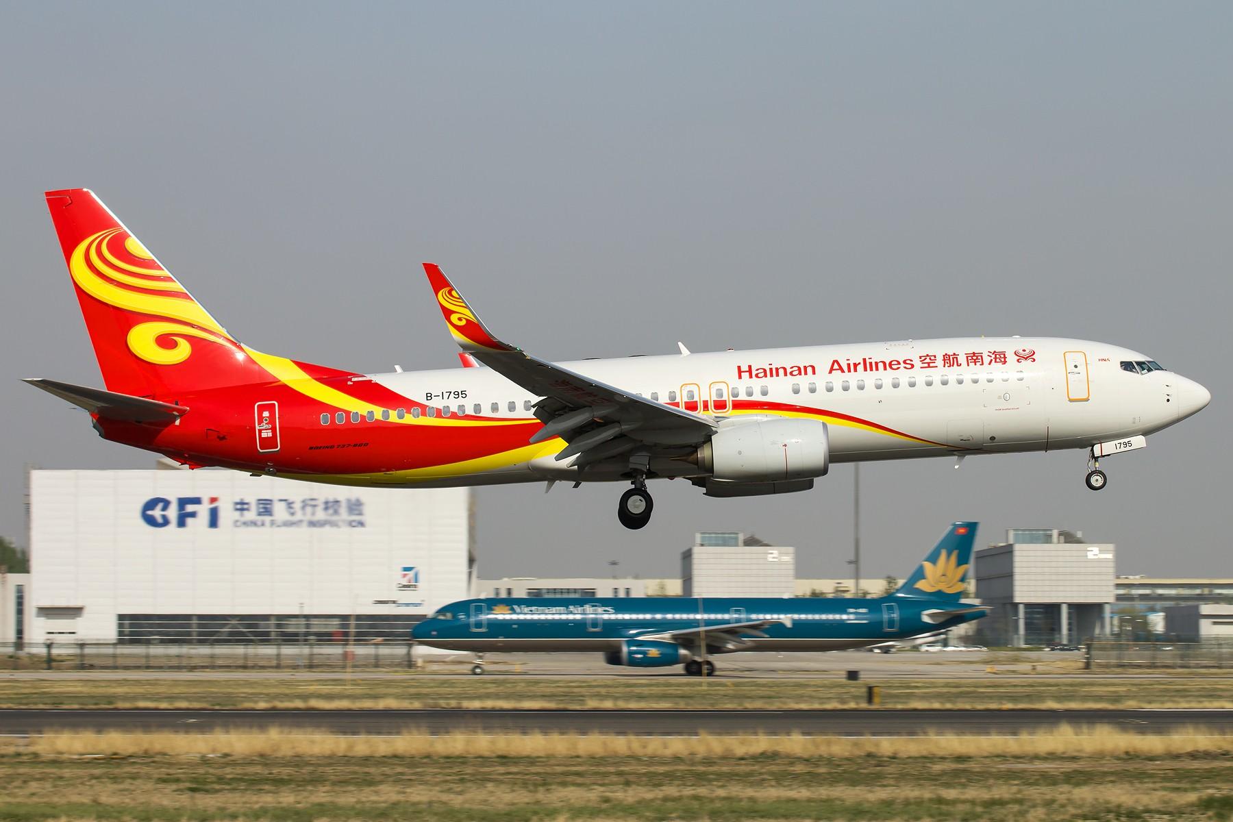 [原创]杂图一组 [10pics] BOEING 737-800 B-1795 中国北京首都国际机场