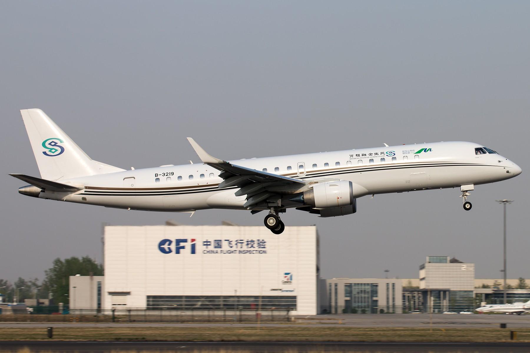Re:[原创]杂图一组 [10pics] EMBRAER LINEAGE1000/ERJ190-100 ECJ B-3219 中国北京首都国际机场