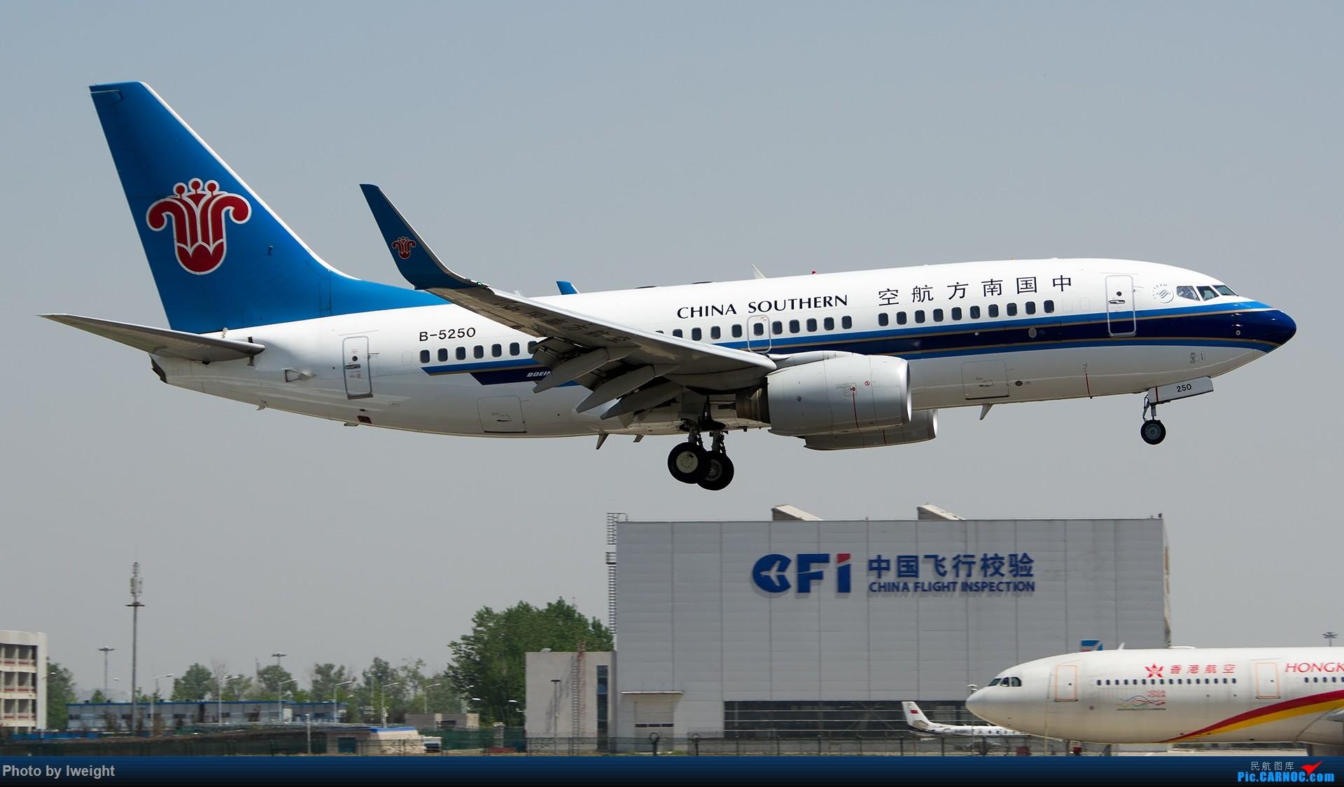 Re:[原创]2015年第一次在PEK拍北向南,其实是为Jimmy去的【2015-4-24】 BOEING 737-700 B-5250 中国北京首都国际机场