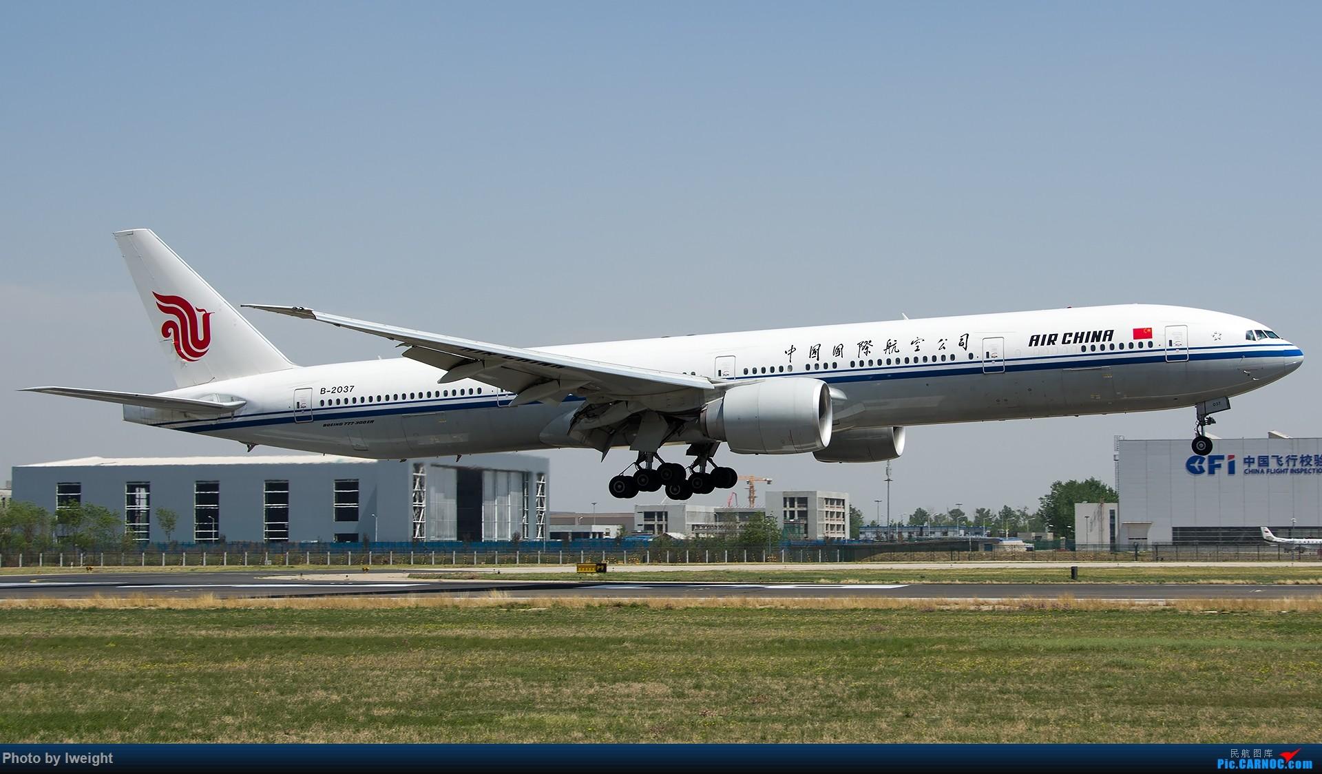 Re:[原创]2015年第一次在PEK拍北向南,其实是为Jimmy去的【2015-4-24】 BOEING 777-300ER B-2037 中国北京首都国际机场