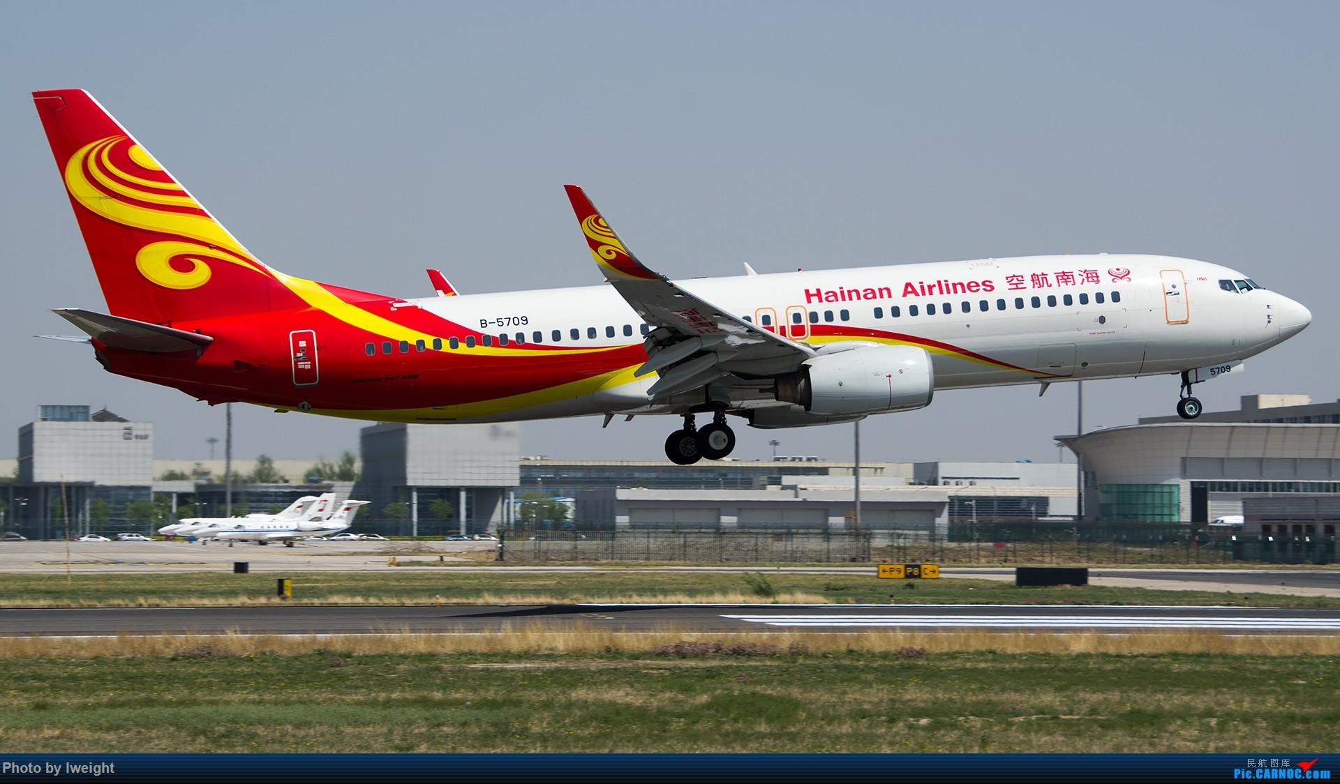 Re:[原创]2015年第一次在PEK拍北向南,其实是为Jimmy去的【2015-4-24】 BOEING 737-800 B-5709 中国北京首都国际机场