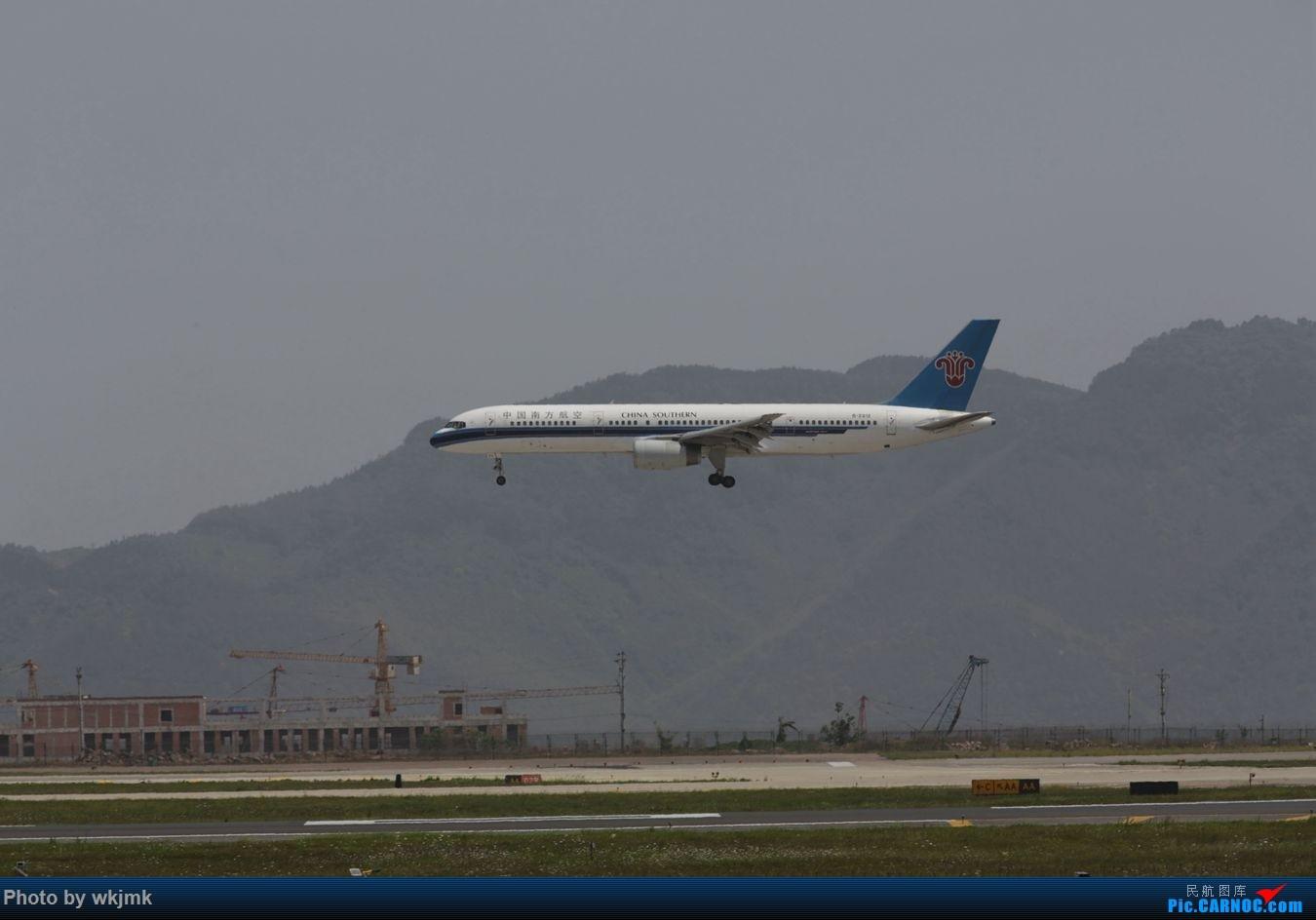 Re:[原创]CKG拍机 BOEING 757-200 B-2812 中国重庆江北国际机场