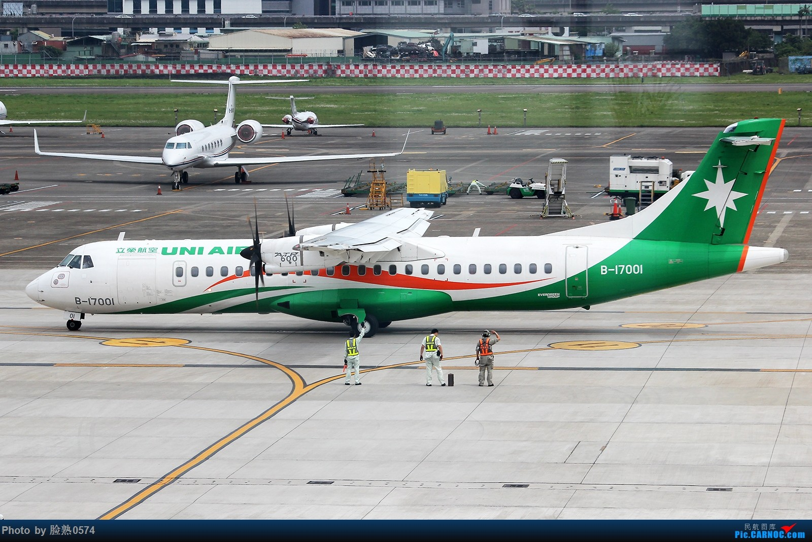 Re:[原创]初到台北松山机场观景台 ATR-72 B-17001 中国台北松山国际机场