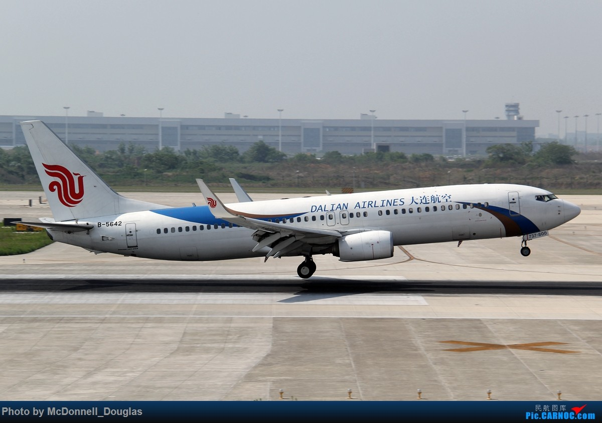 Re:[原创]【上海飞友会】2015.05.01劳动节拍机计划打MD-90偶遇MD-83和三架小190~ BOEING 737-89L B-5642 中国南京禄口国际机场