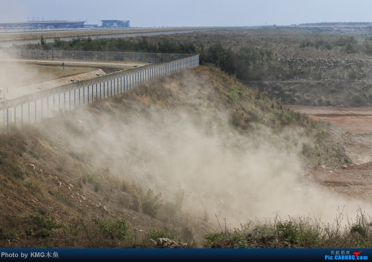 [原创]【KMG】【昆明长水国际机场】昨天西跑头拍了几组降落,无奈被黄土飞扬的环境给吓跑了    中国昆明长水国际机场
