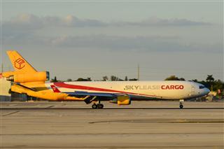 Re:MIA的日常,在夕陽西下前抓住最后的一抹光線—久違了的AA鋼管757,起飛中的盧森堡748和瑞航330以及更少見的skylease MD11 Cargo
