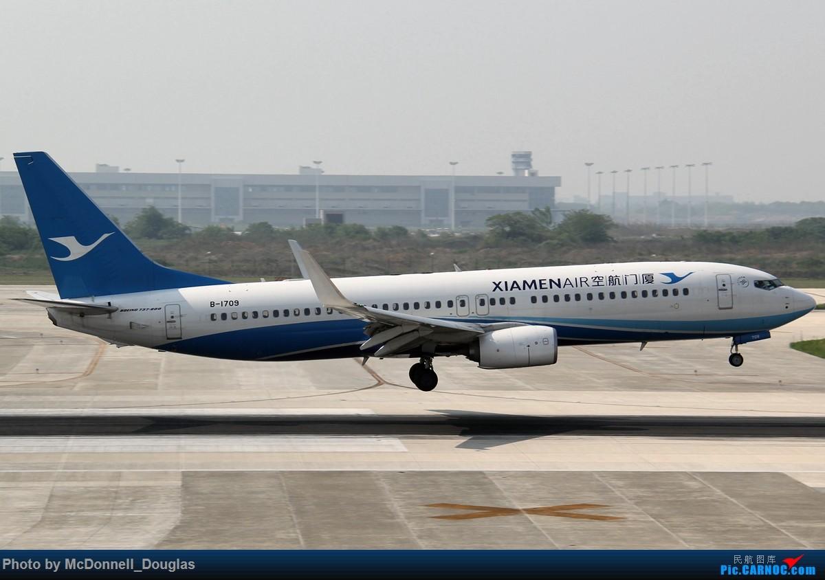 Re:[原创]【上海飞友会】2015.05.01劳动节拍机计划打MD-90偶遇MD-83和三架小190~ BOEING 737-85C B-1709 中国南京禄口国际机场